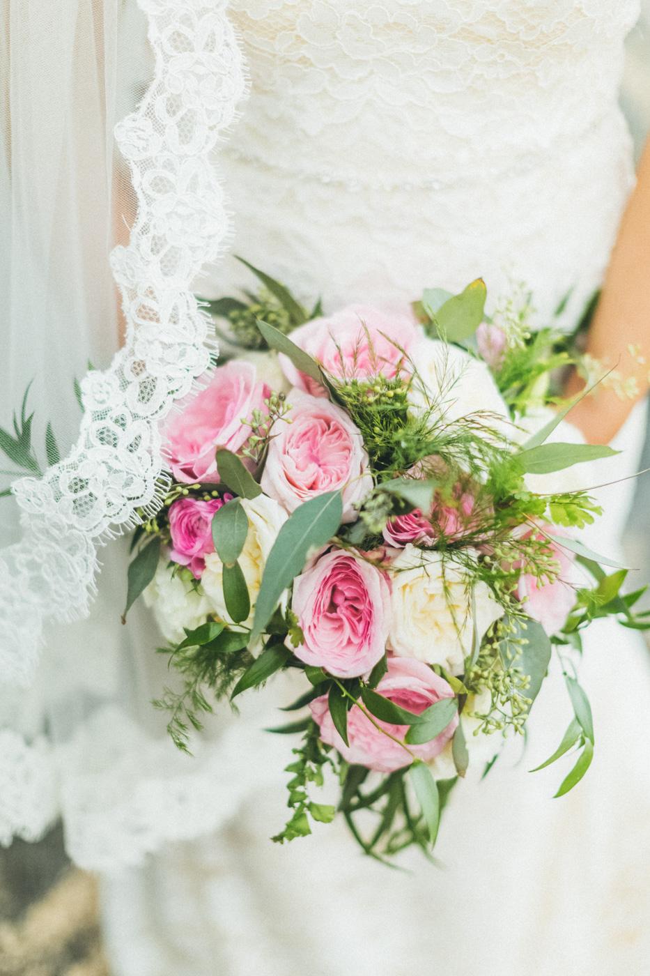 geogeour floral bouquet for maui wedding.jpg