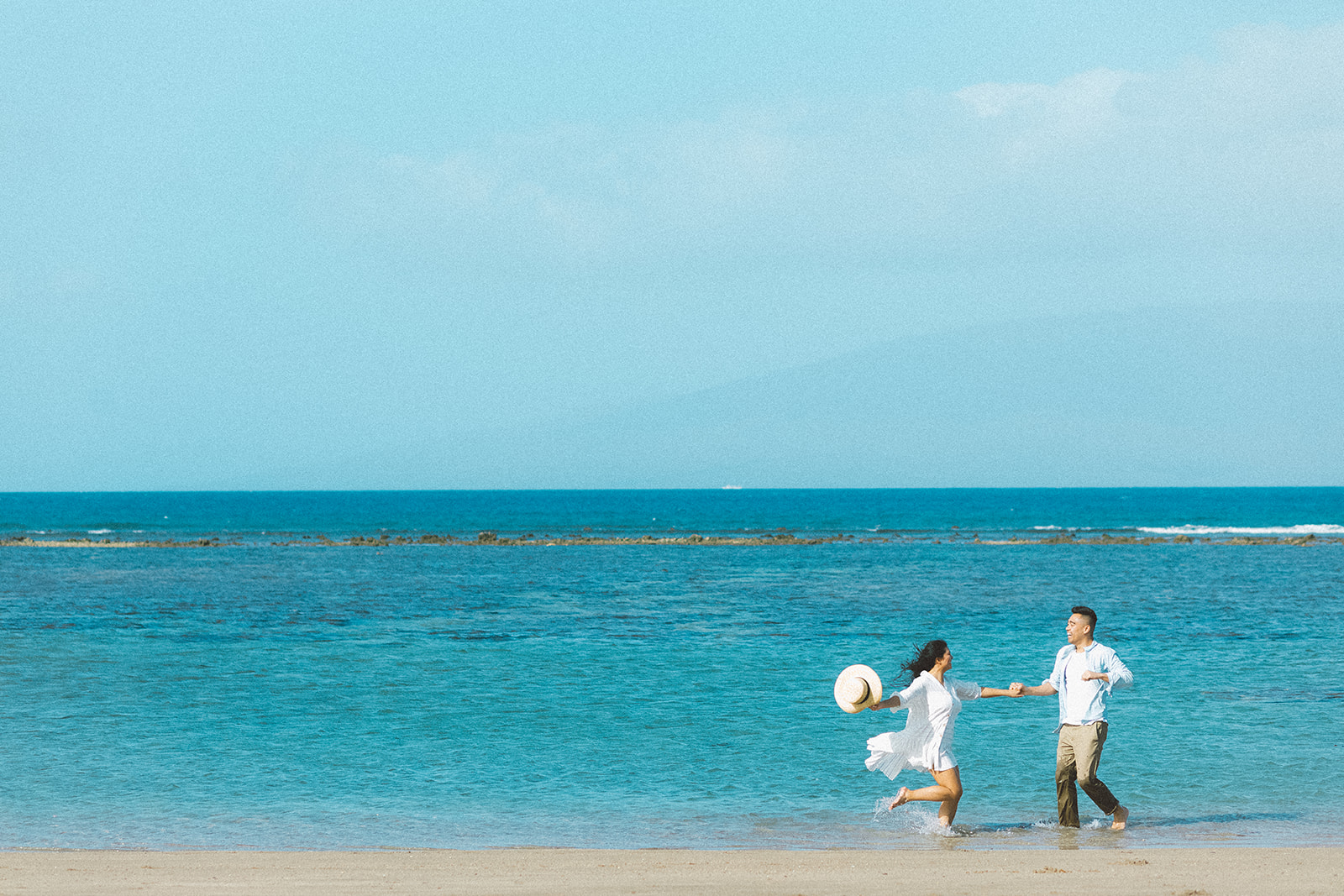 maui beach engagement session409.jpg