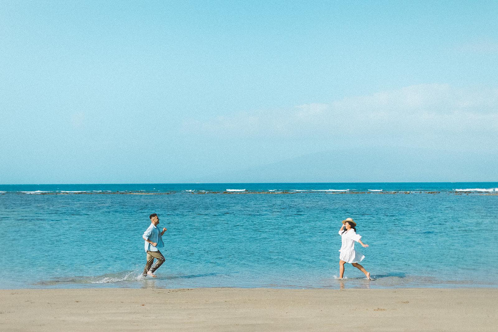 maui beach engagement session410.jpg