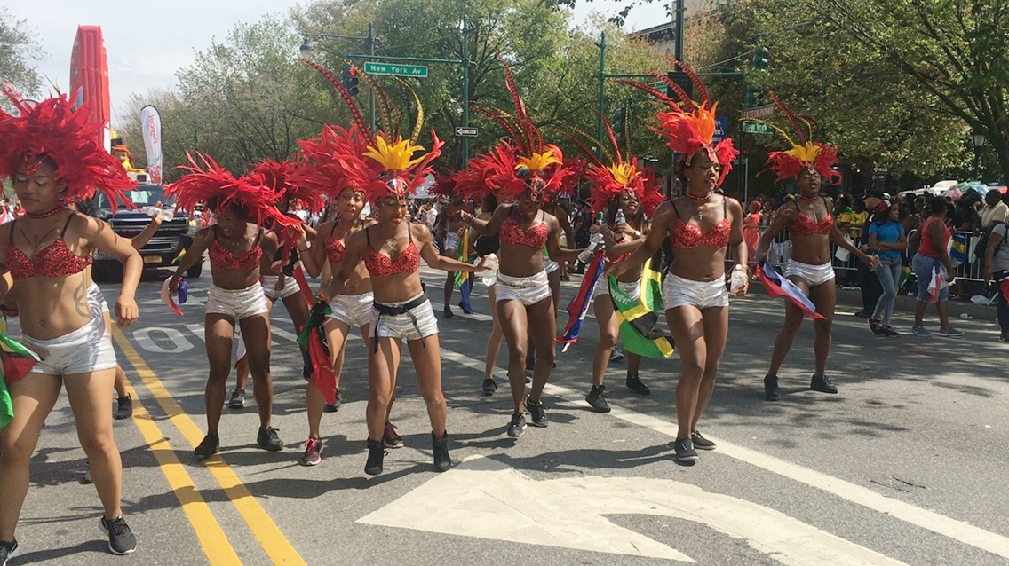 CarNYval dancers with Digicel