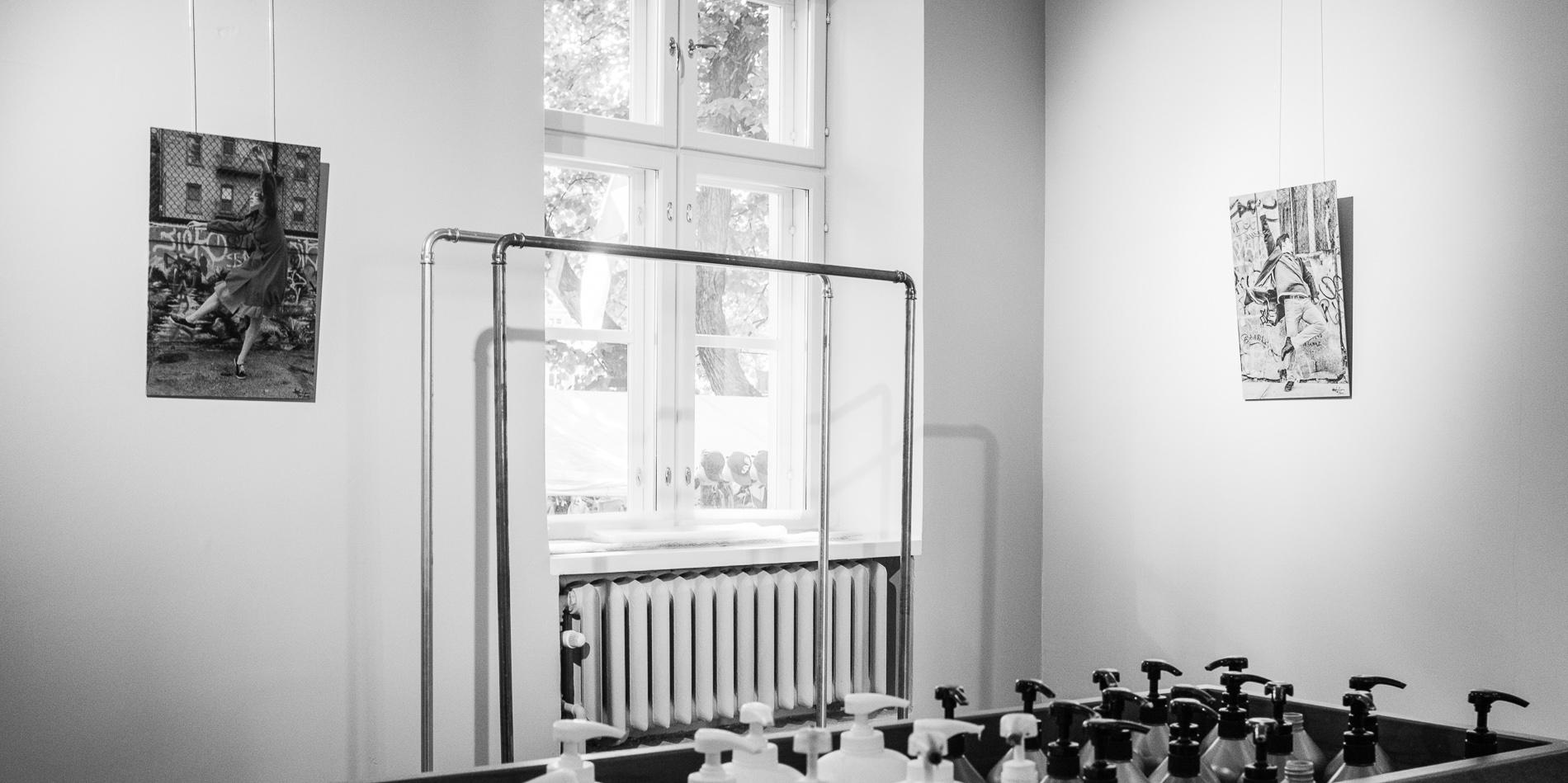 """Sarjastani 'Improvisaatioita Alumiinilla – Elävänä Nykissä' -signeeratut   40x60 cm   From my series """"Improvisations on Aluminum - LIVE IN NYC' - signed & numbered  40x60 cm"""