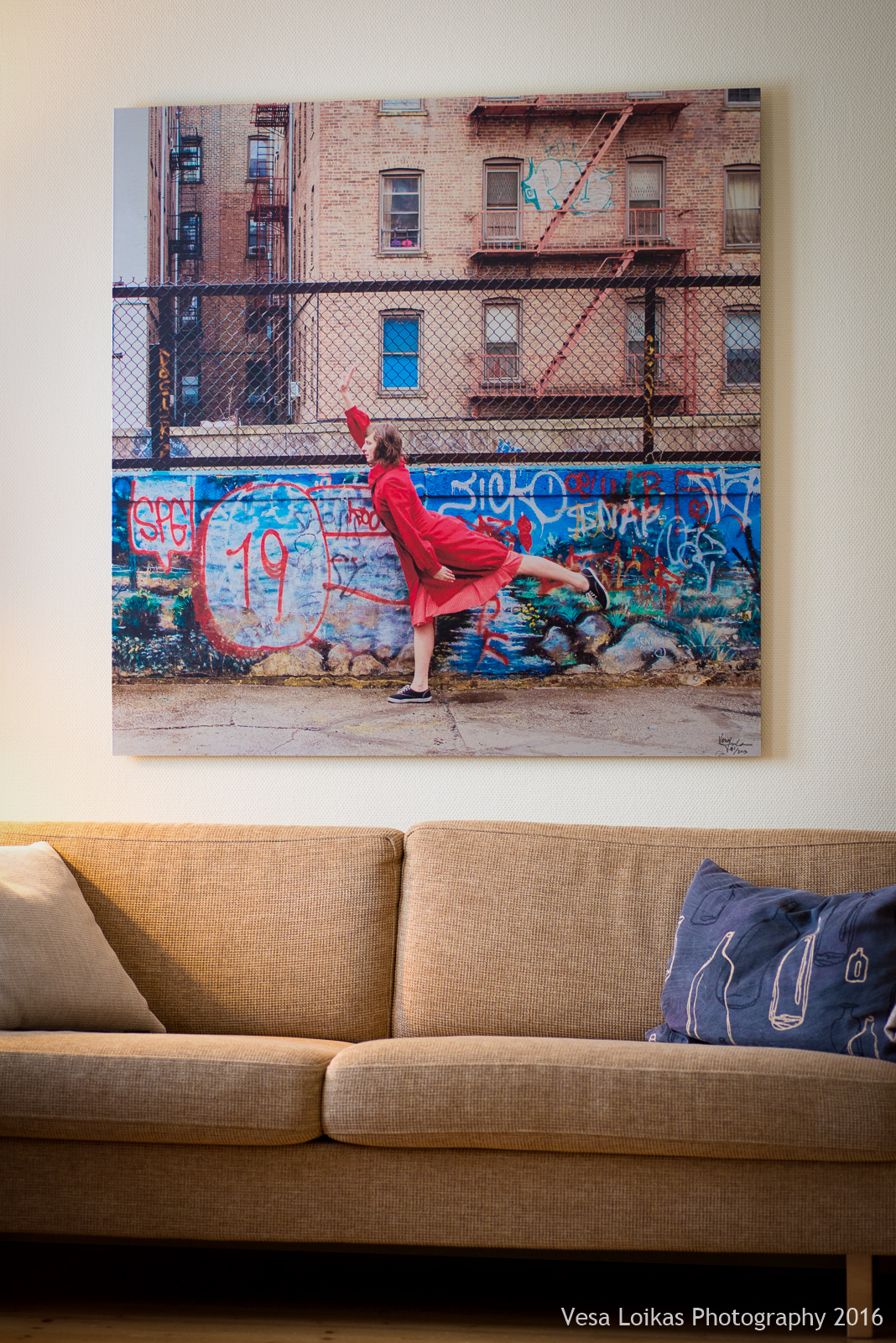 The End Act III - dancer Xan Burley, Brooklyn, new York City - Large 120 x 120 cm brushed aluminum piece on a living room wall.
