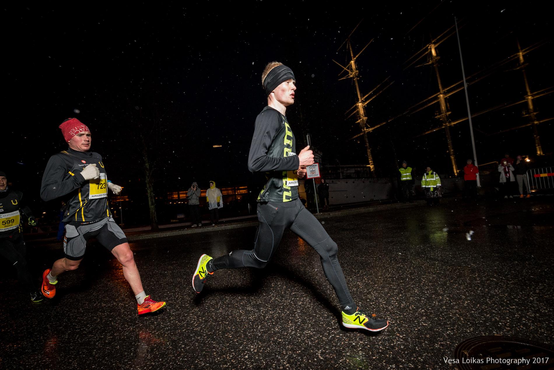 Kärki saapuu ensimmäiseltä 5 km kierrokselta | The top runners after the first leg