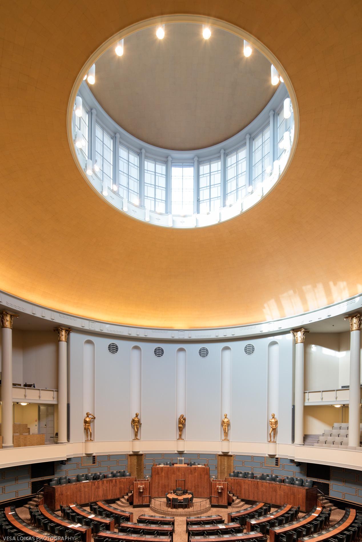 The plenary chamber | View from the gallery   - The Parliament Building, Helsinki, Finland | September 2017   Pyöreä täysistuntosali | näkymä parvelta   - Eduskuntatalo | Syyskuu 2017