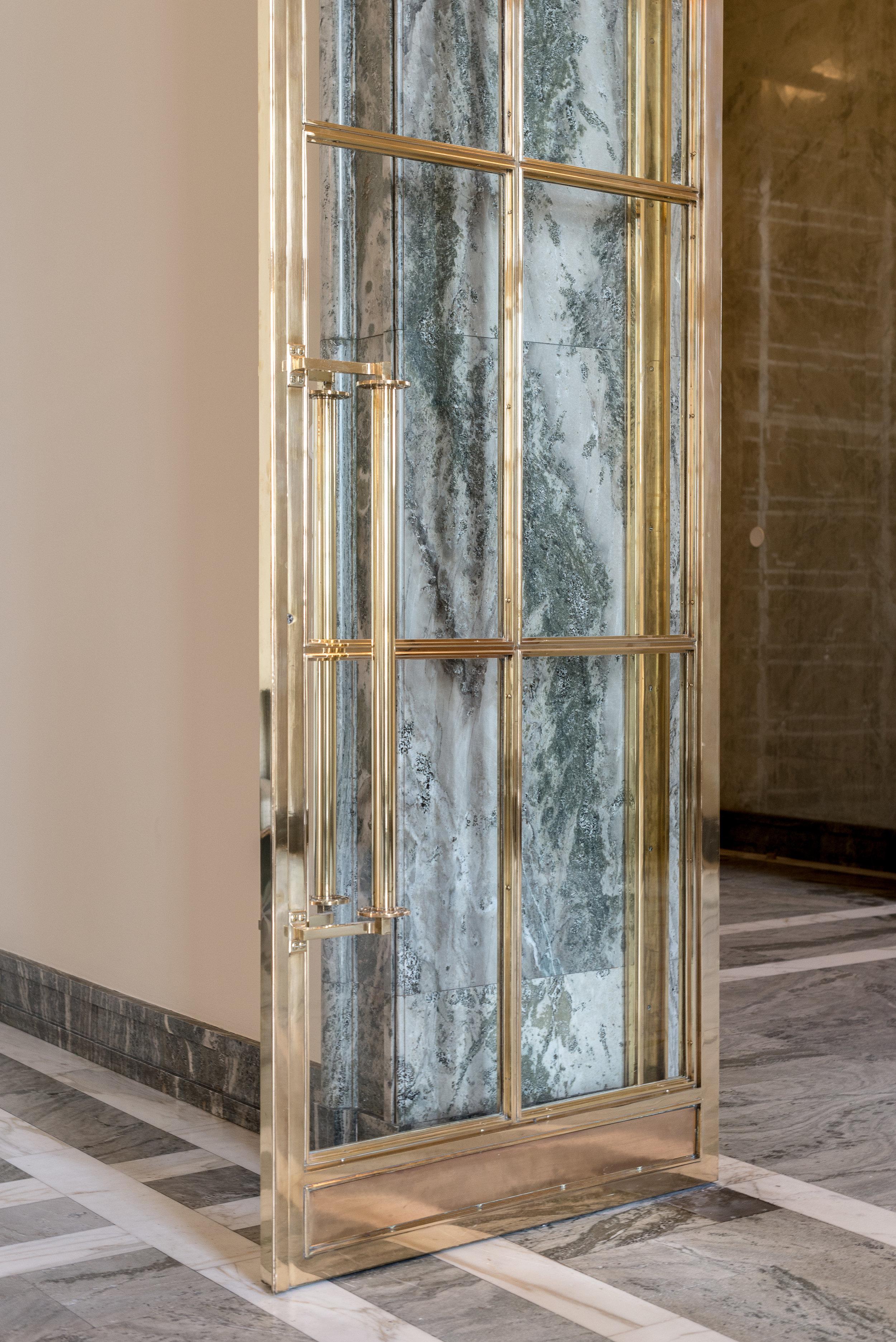 The hall of state (valtiosali) door detail.