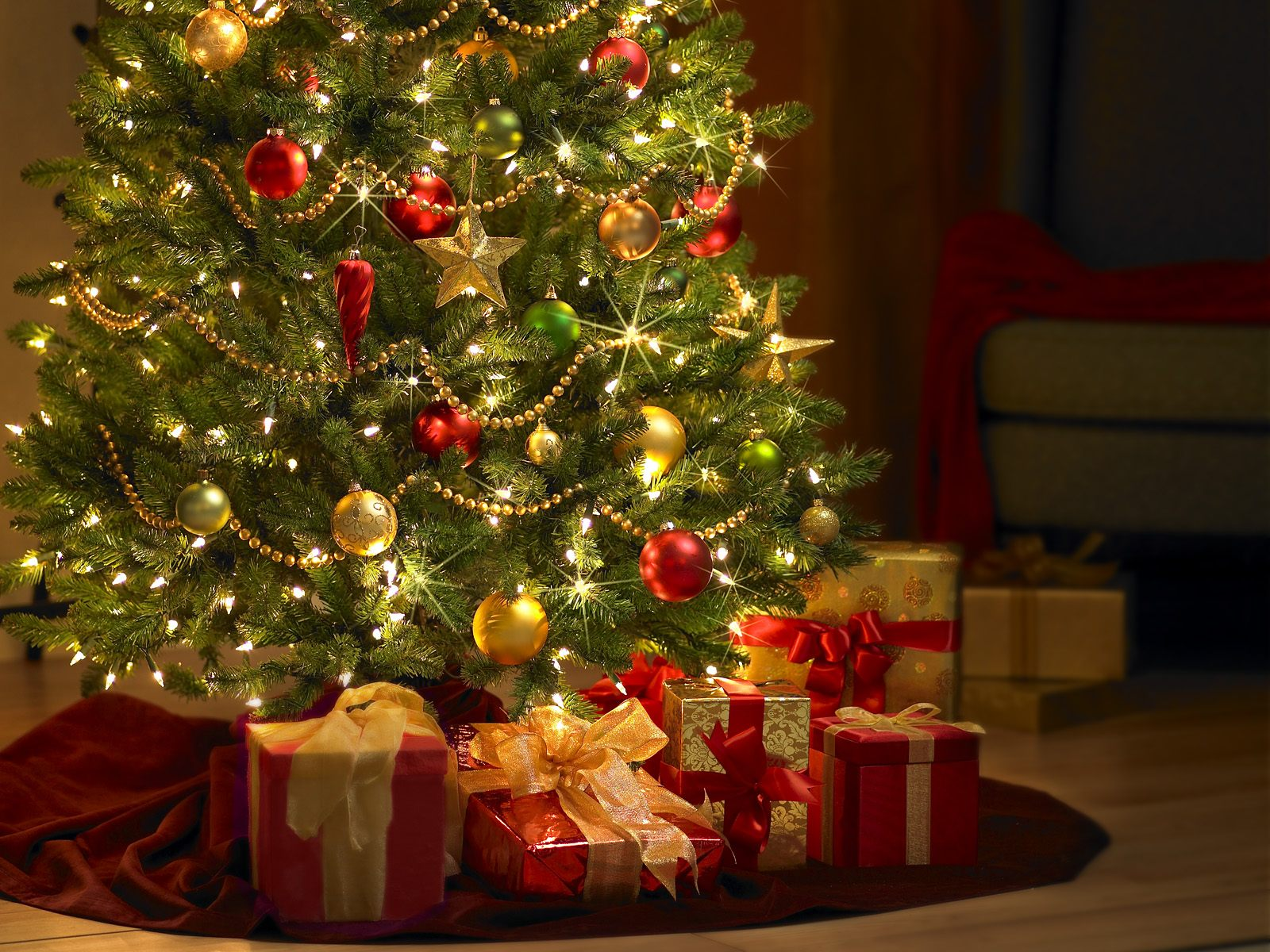 ChristmasTreeWithPresents.jpg