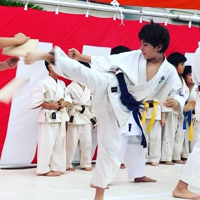 Naed it. Next year he will try again to break a baseball bat.  #Karate #空手🥋#板割り