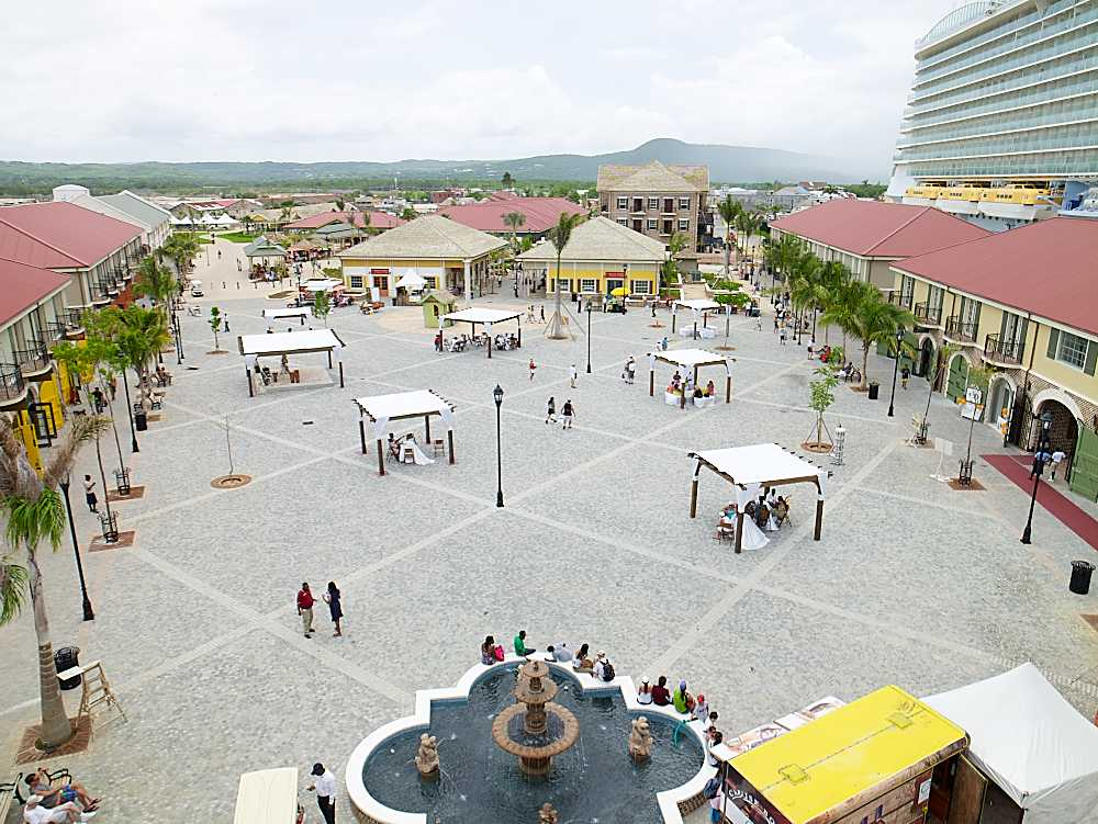 Main guest plaza