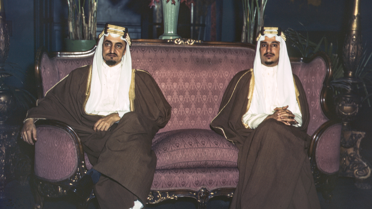 Prins Faysal (til venstre)og prins Khalid på statsbesøk iUSA. Foto: JohnRous ( LoC )