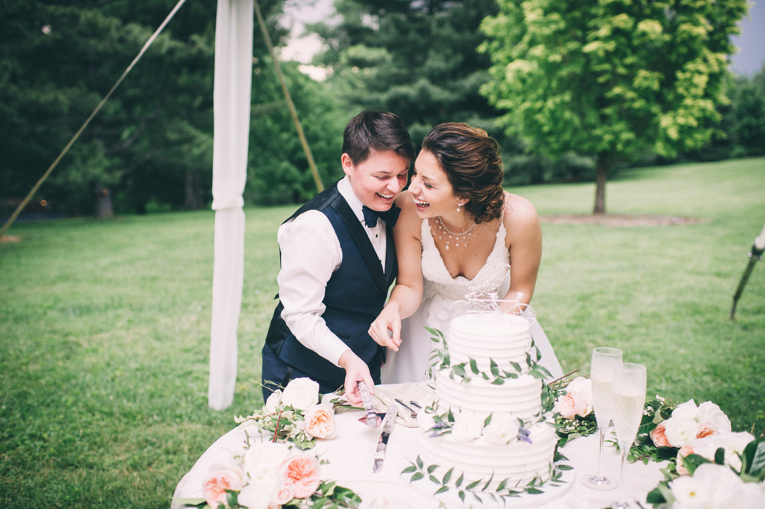 Elle & Suzy // Spring Wedding at the Lincliffe Estate // LGBTQ Kentucky Wedding Photographer // Louisville Engagement Photography // Reception // Cake