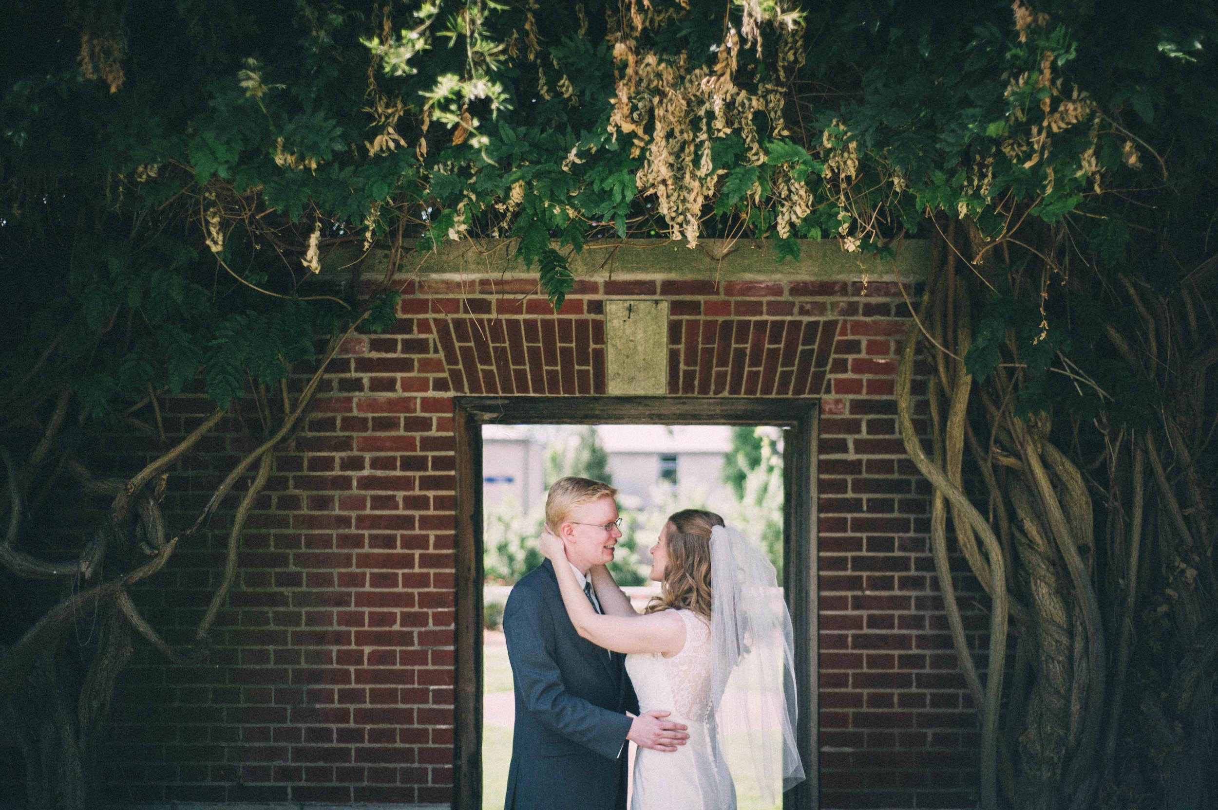 Jenna-Patrick-Garden-Court-Presbyterian-Seminary-Wedding-Louisville-Kentucky-Sarah-Katherine-Davis-Photography-49.jpg