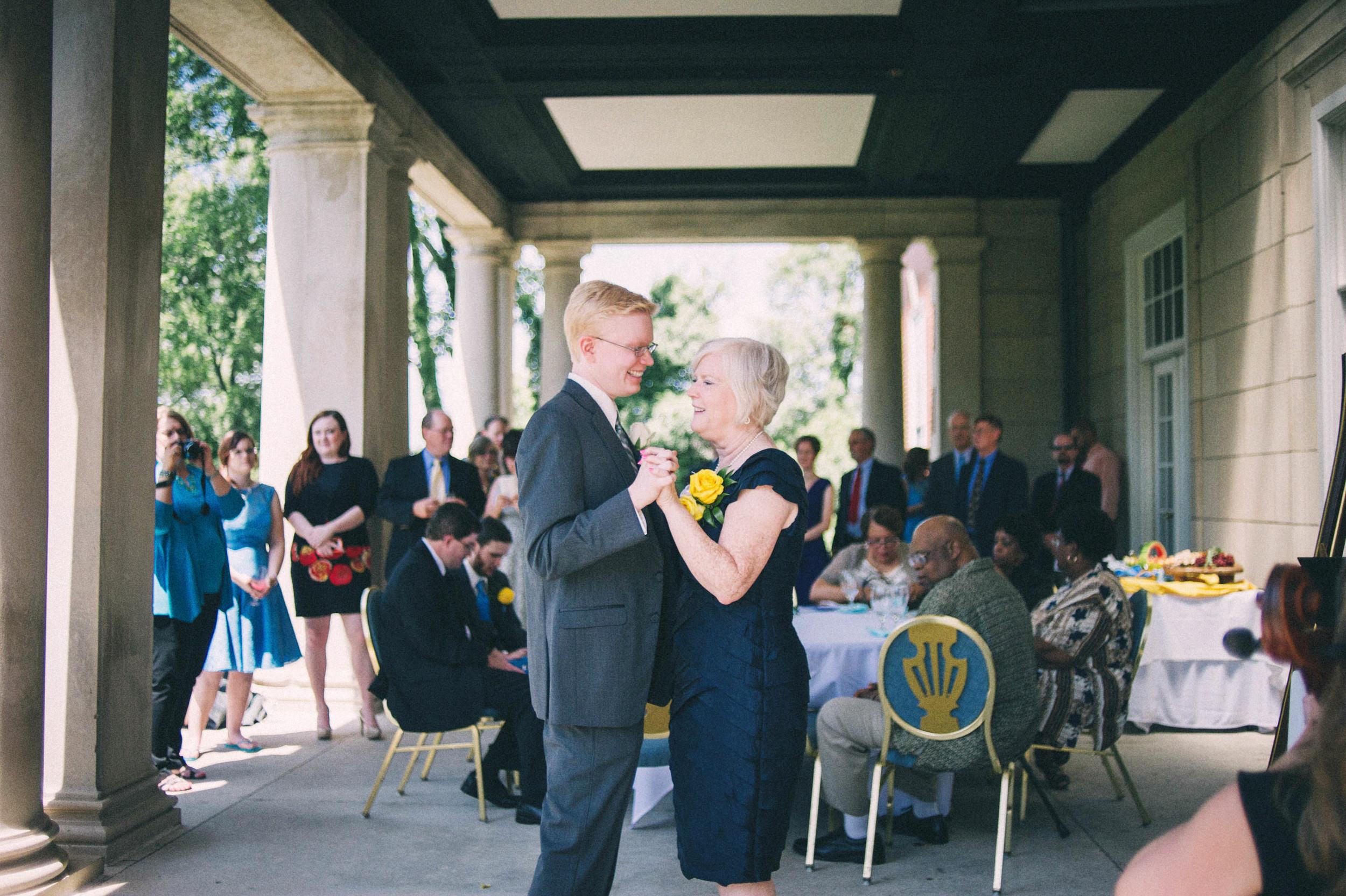 Jenna-Patrick-Garden-Court-Presbyterian-Seminary-Wedding-Louisville-Kentucky-Sarah-Katherine-Davis-Photography-68.jpg