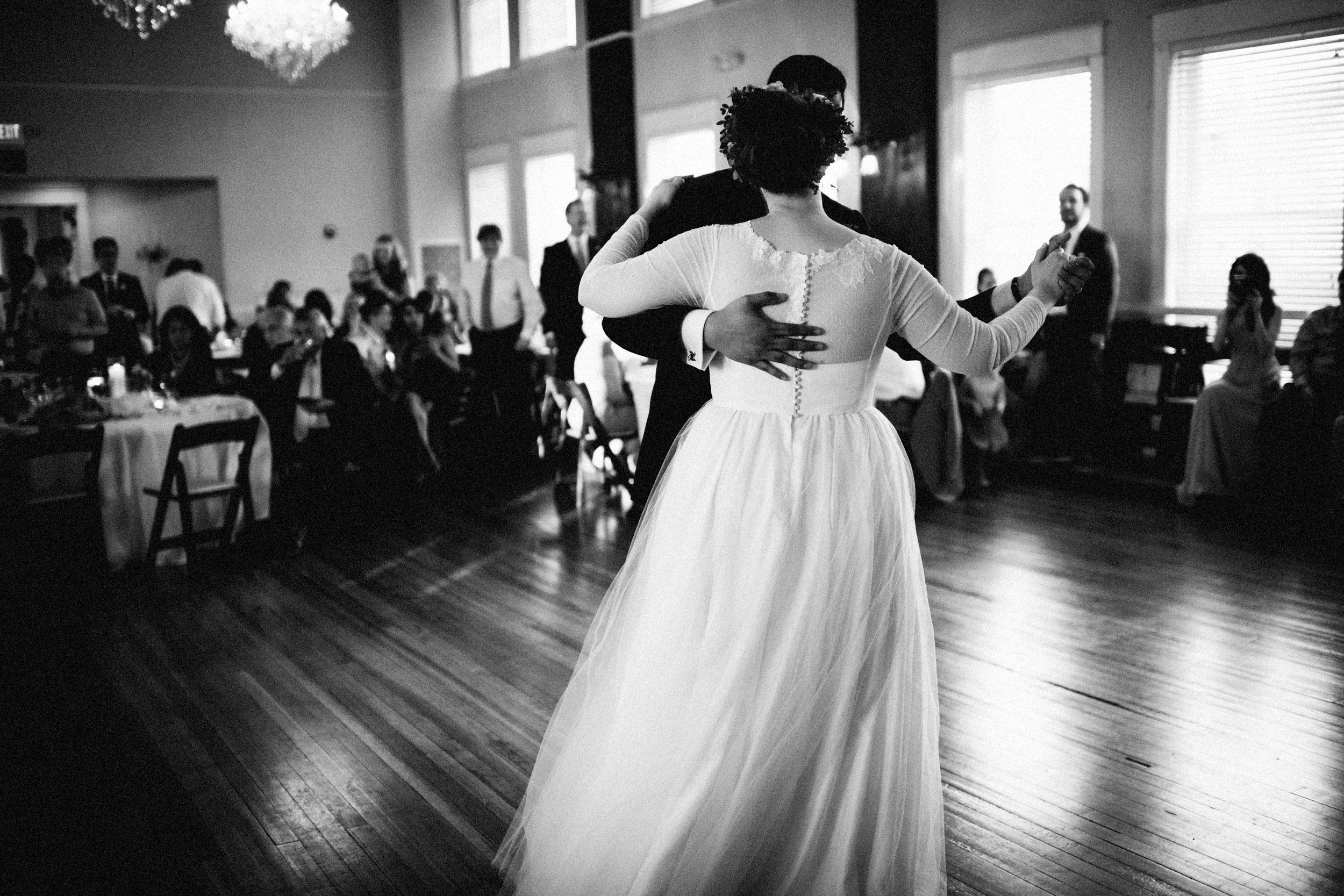 lauren-dean-wedding-grand-lodge-kentucky-sarah-katherine-davis-photography-561edit.jpg