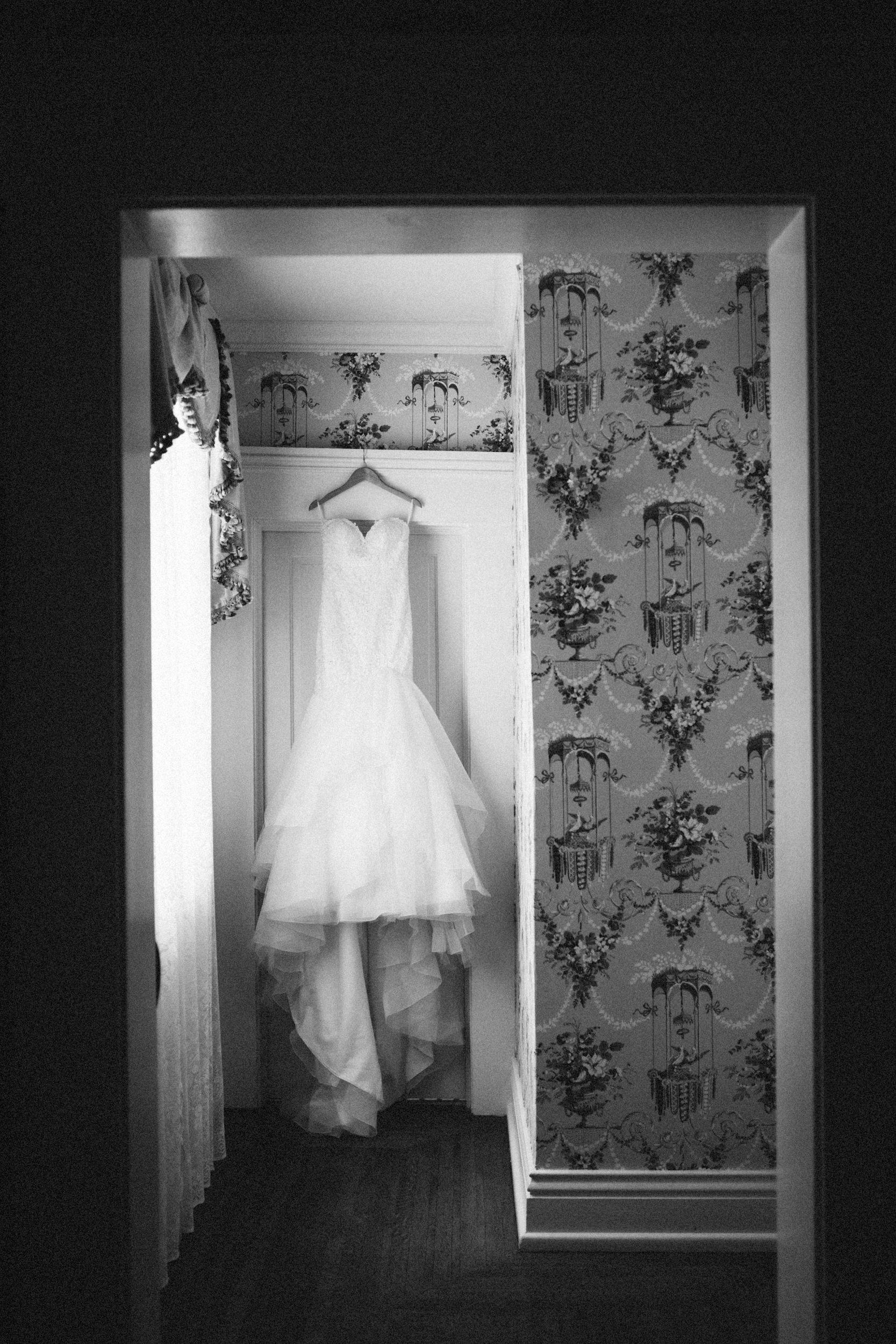 Louisville-Kentucky-Wedding-Elopement-Photographer-Sarah-Katherine-Davis-Photography-Whitehall-Classic-Timeless-Garden-Wedding-2.jpg
