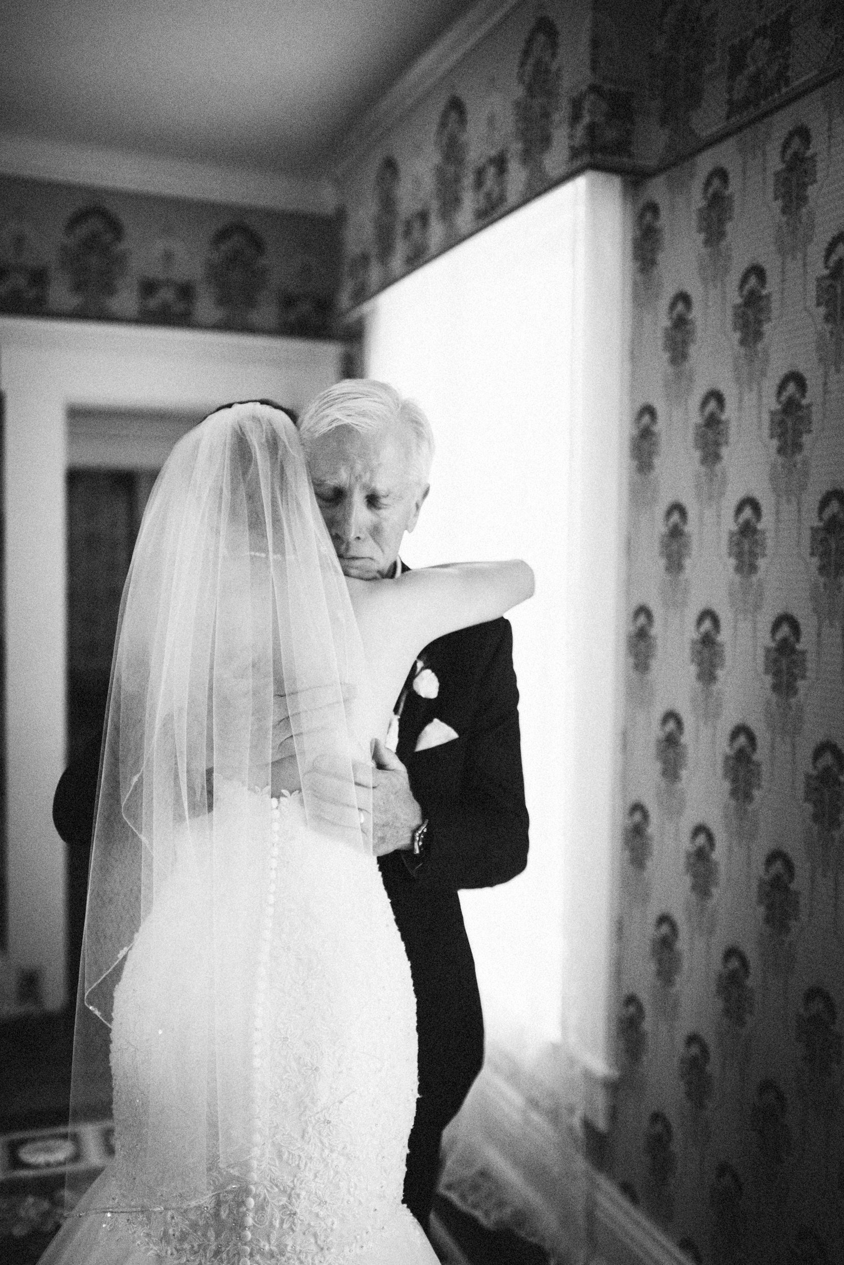Louisville-Kentucky-Wedding-Elopement-Photographer-Sarah-Katherine-Davis-Photography-Whitehall-Classic-Timeless-Garden-Wedding-170.jpg
