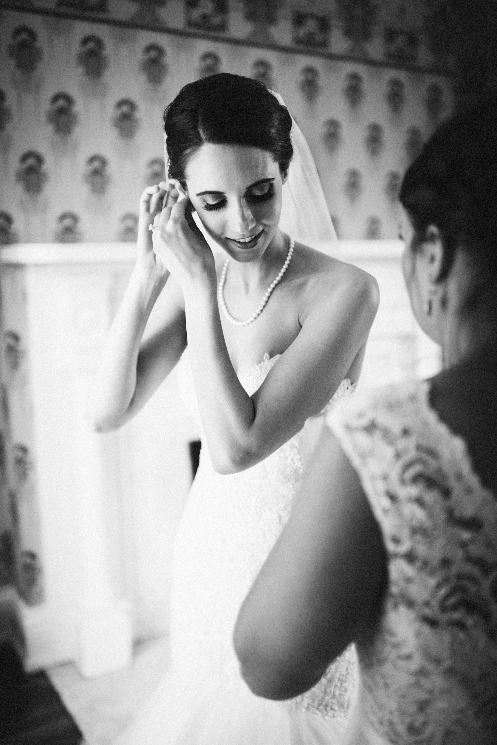 Louisville-Kentucky-Wedding-Elopement-Photographer-Sarah-Katherine-Davis-Photography-Whitehall-Classic-Timeless-Garden-Wedding-161.jpg