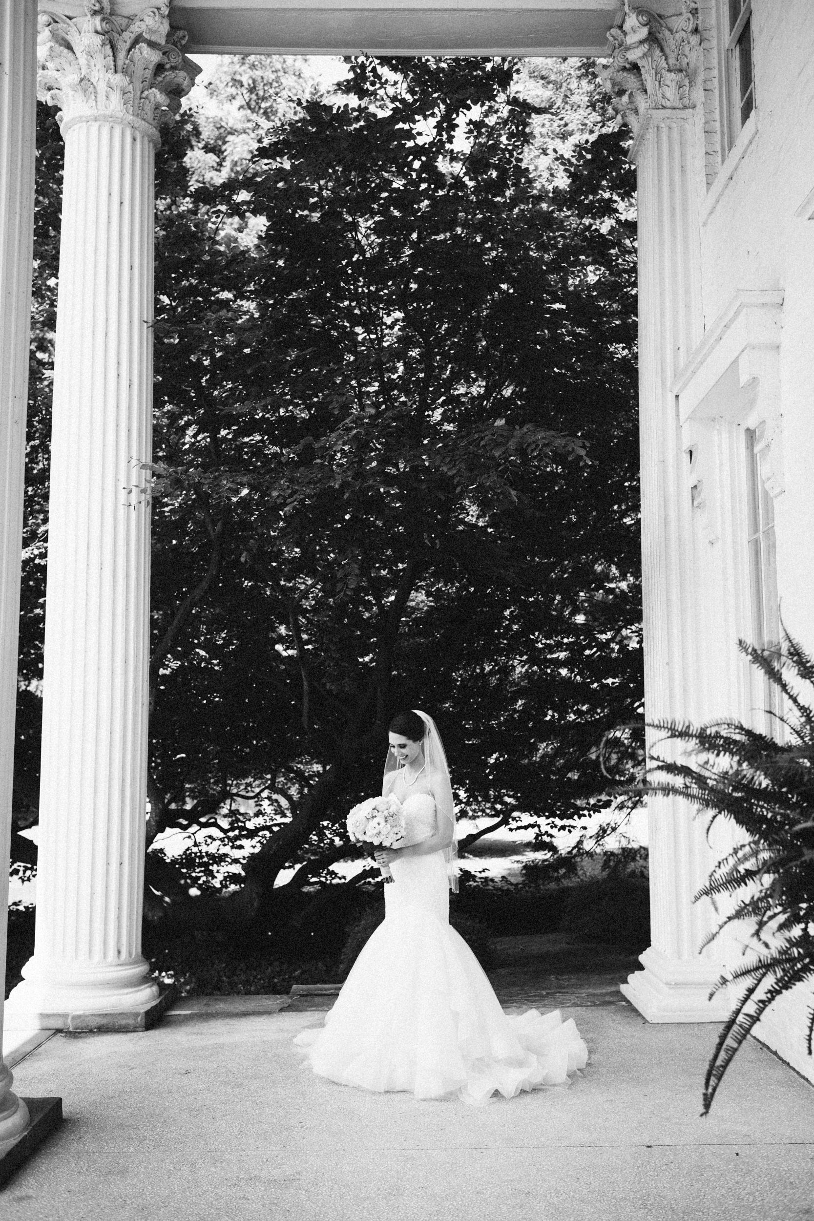 Louisville-Kentucky-Wedding-Elopement-Photographer-Sarah-Katherine-Davis-Photography-Whitehall-Classic-Timeless-Garden-Wedding-230.jpg