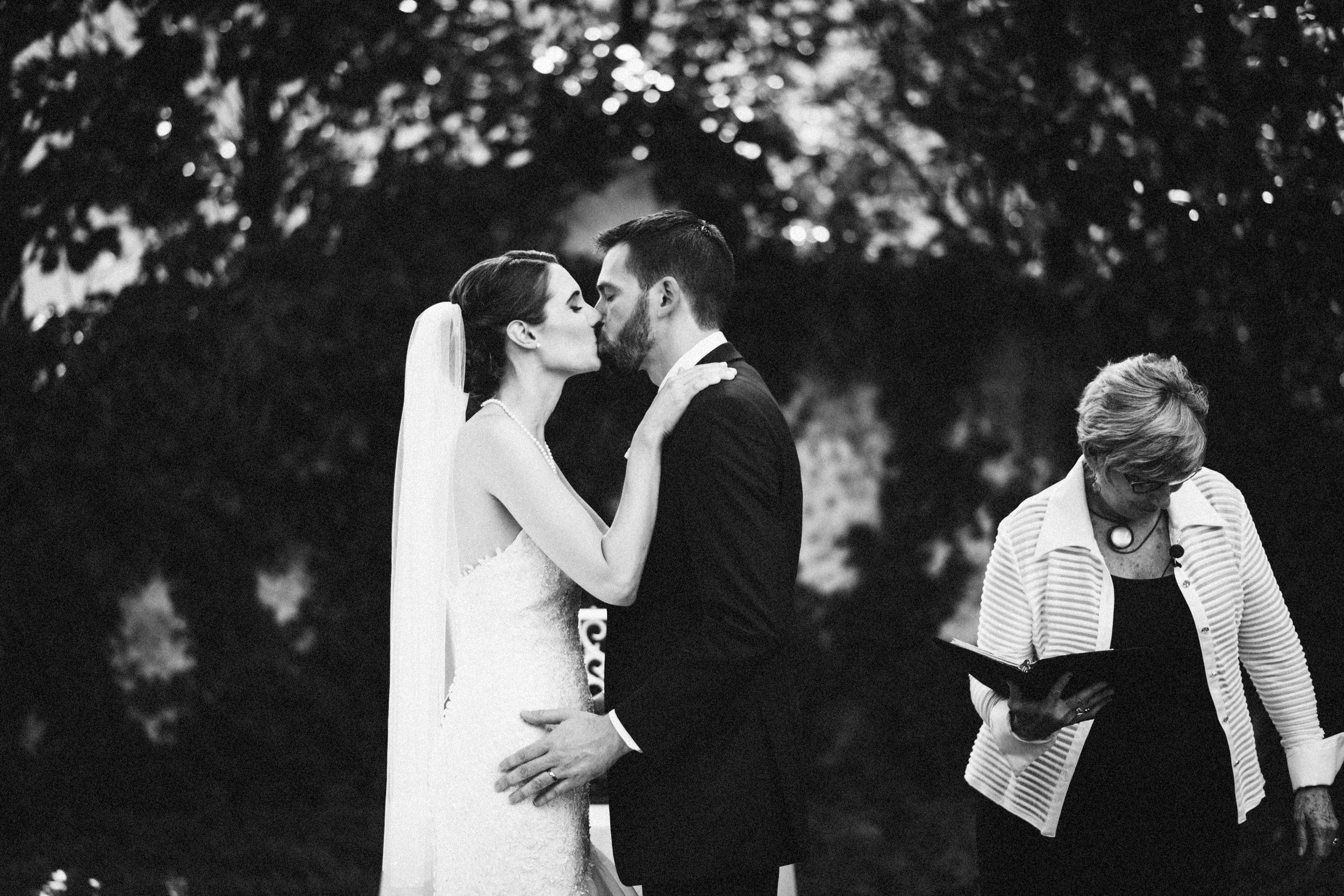 Louisville-Kentucky-Wedding-Elopement-Photographer-Sarah-Katherine-Davis-Photography-Whitehall-Classic-Timeless-Garden-Wedding-423.jpg