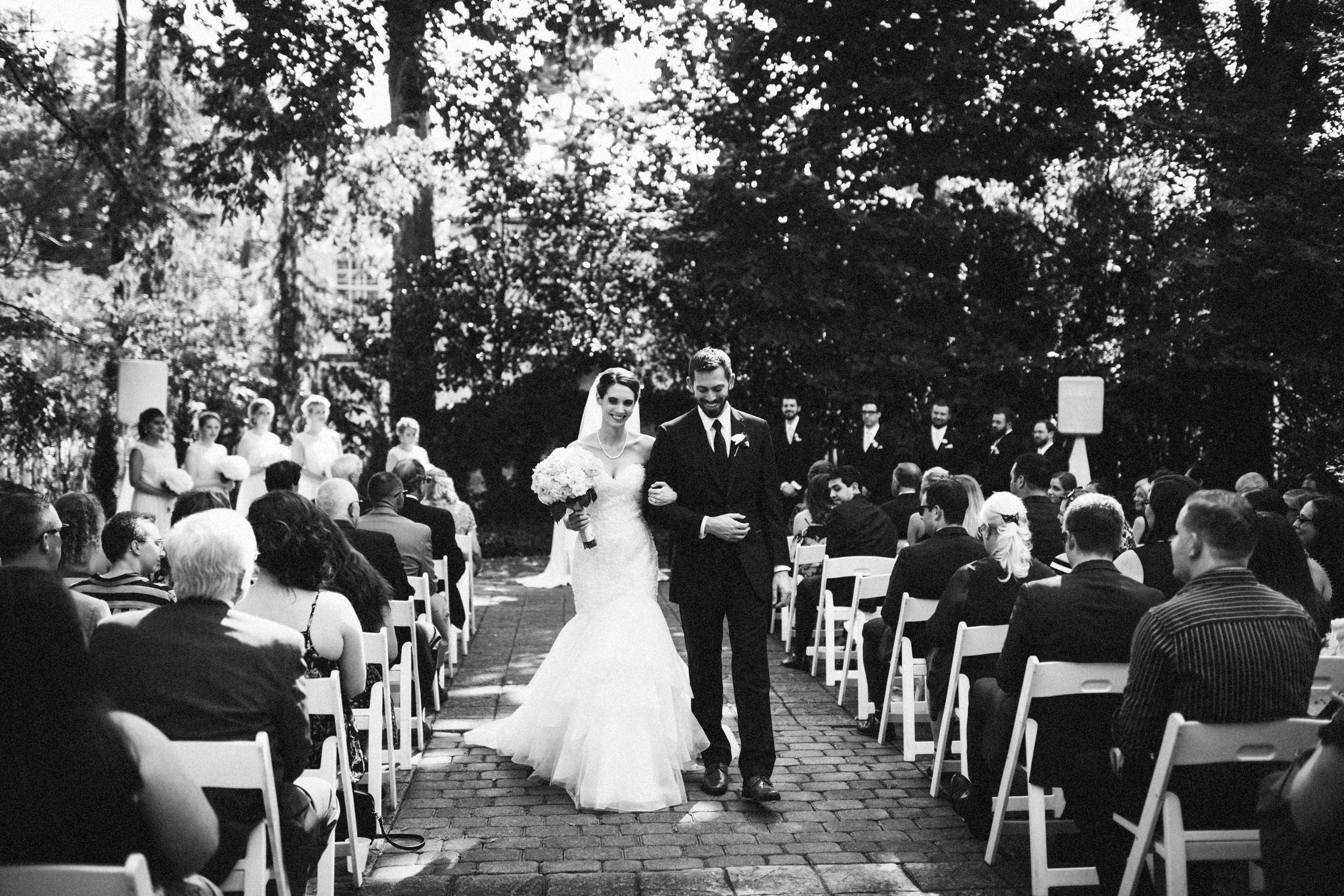 Louisville-Kentucky-Wedding-Elopement-Photographer-Sarah-Katherine-Davis-Photography-Whitehall-Classic-Timeless-Garden-Wedding-430.jpg
