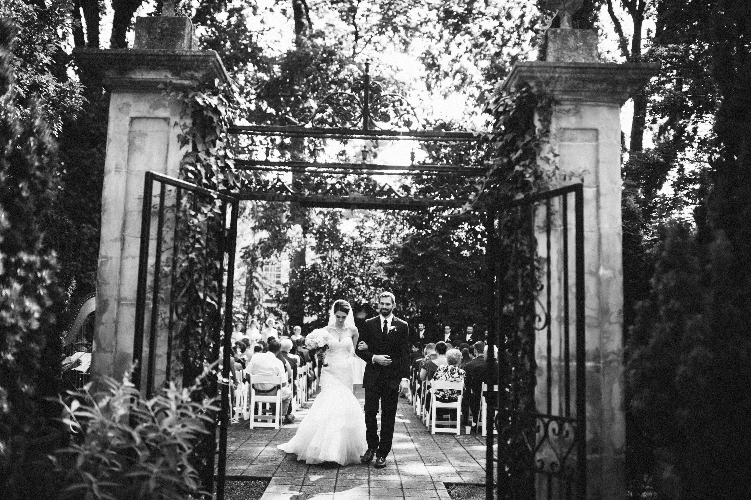 Louisville-Kentucky-Wedding-Elopement-Photographer-Sarah-Katherine-Davis-Photography-Whitehall-Classic-Timeless-Garden-Wedding-433.jpg