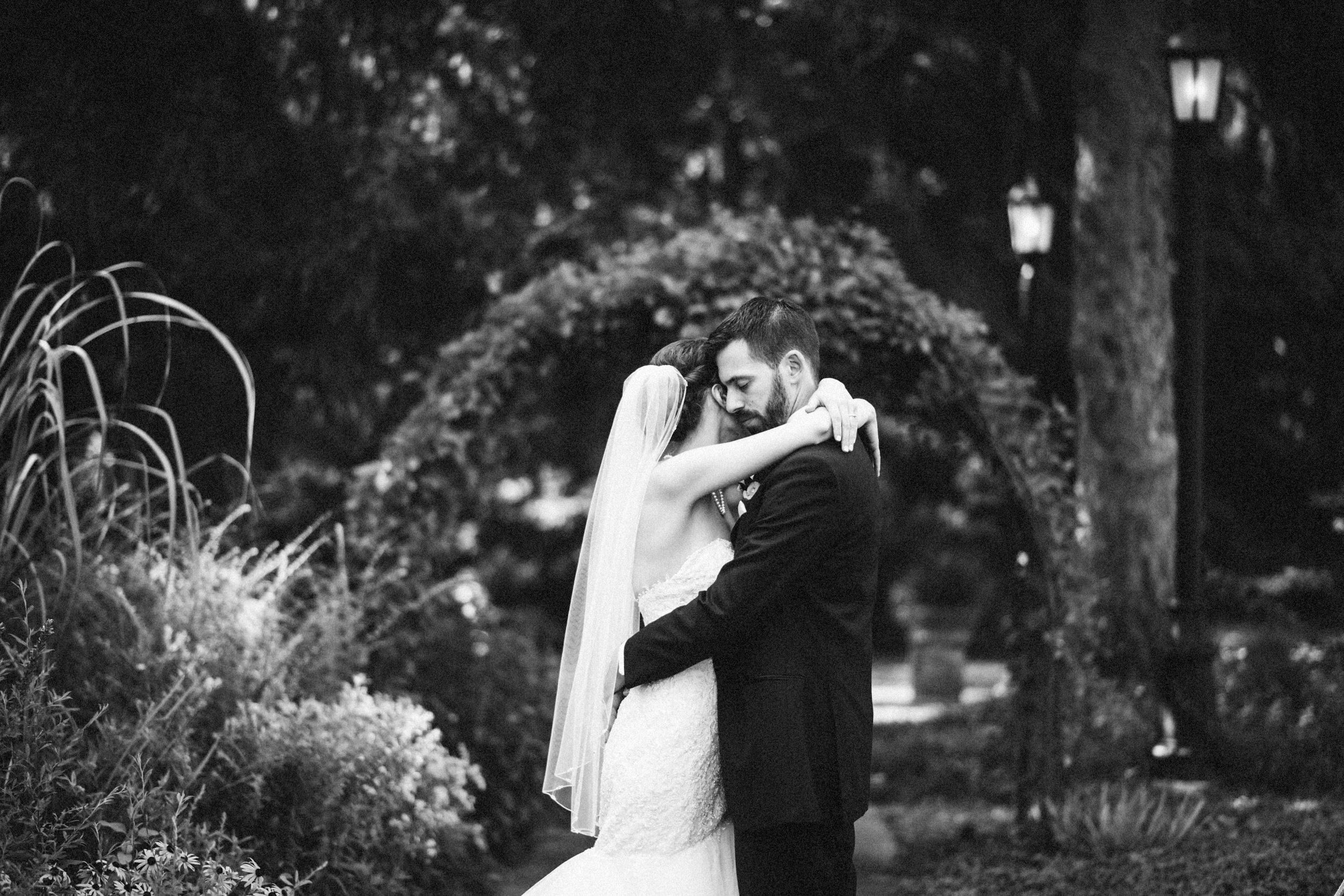 Louisville-Kentucky-Wedding-Elopement-Photographer-Sarah-Katherine-Davis-Photography-Whitehall-Classic-Timeless-Garden-Wedding-482.jpg