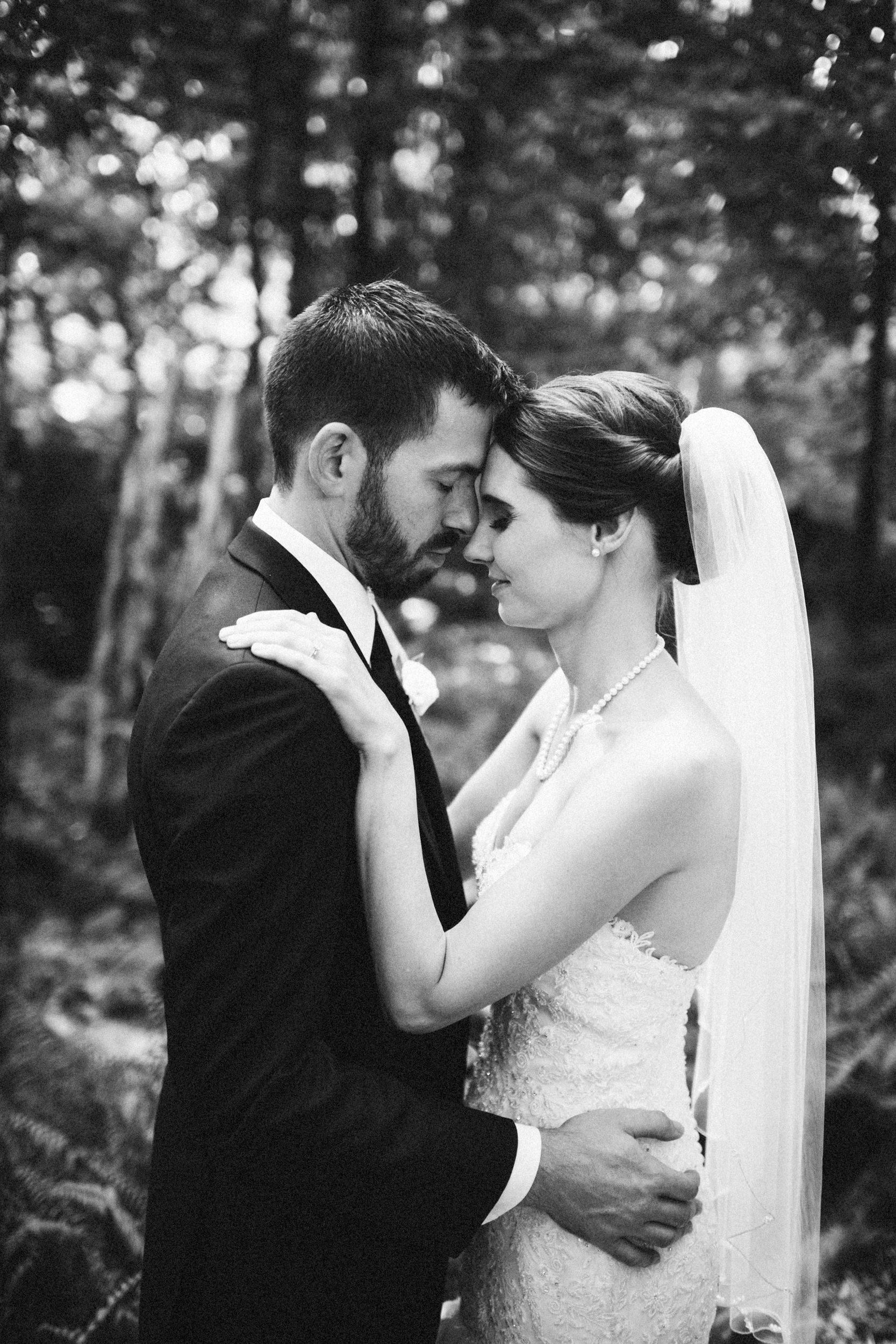 Louisville-Kentucky-Wedding-Elopement-Photographer-Sarah-Katherine-Davis-Photography-Whitehall-Classic-Timeless-Garden-Wedding-511.jpg