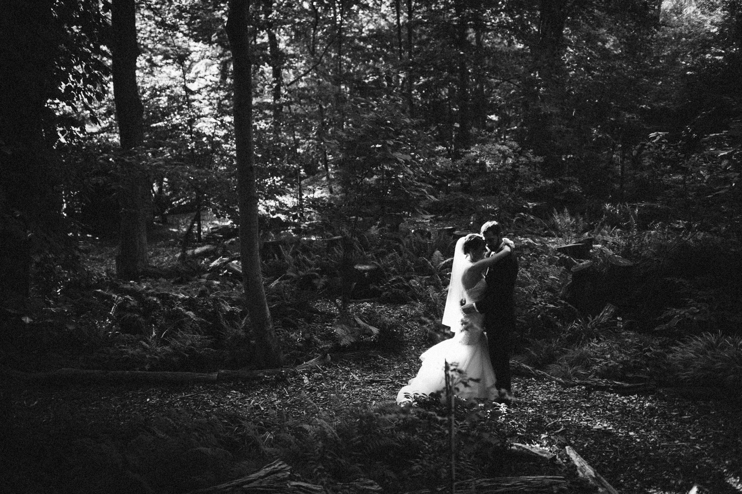 Louisville-Kentucky-Wedding-Elopement-Photographer-Sarah-Katherine-Davis-Photography-Whitehall-Classic-Timeless-Garden-Wedding-521.jpg