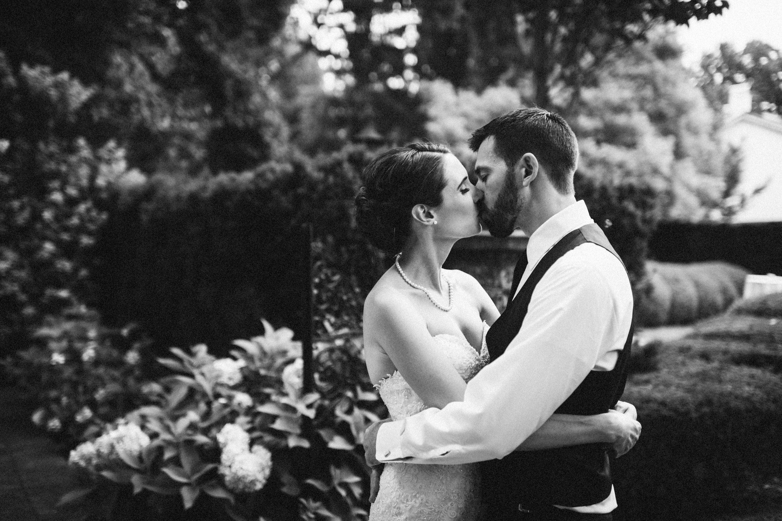 Louisville-Kentucky-Wedding-Elopement-Photographer-Sarah-Katherine-Davis-Photography-Whitehall-Classic-Timeless-Garden-Wedding-597.jpg