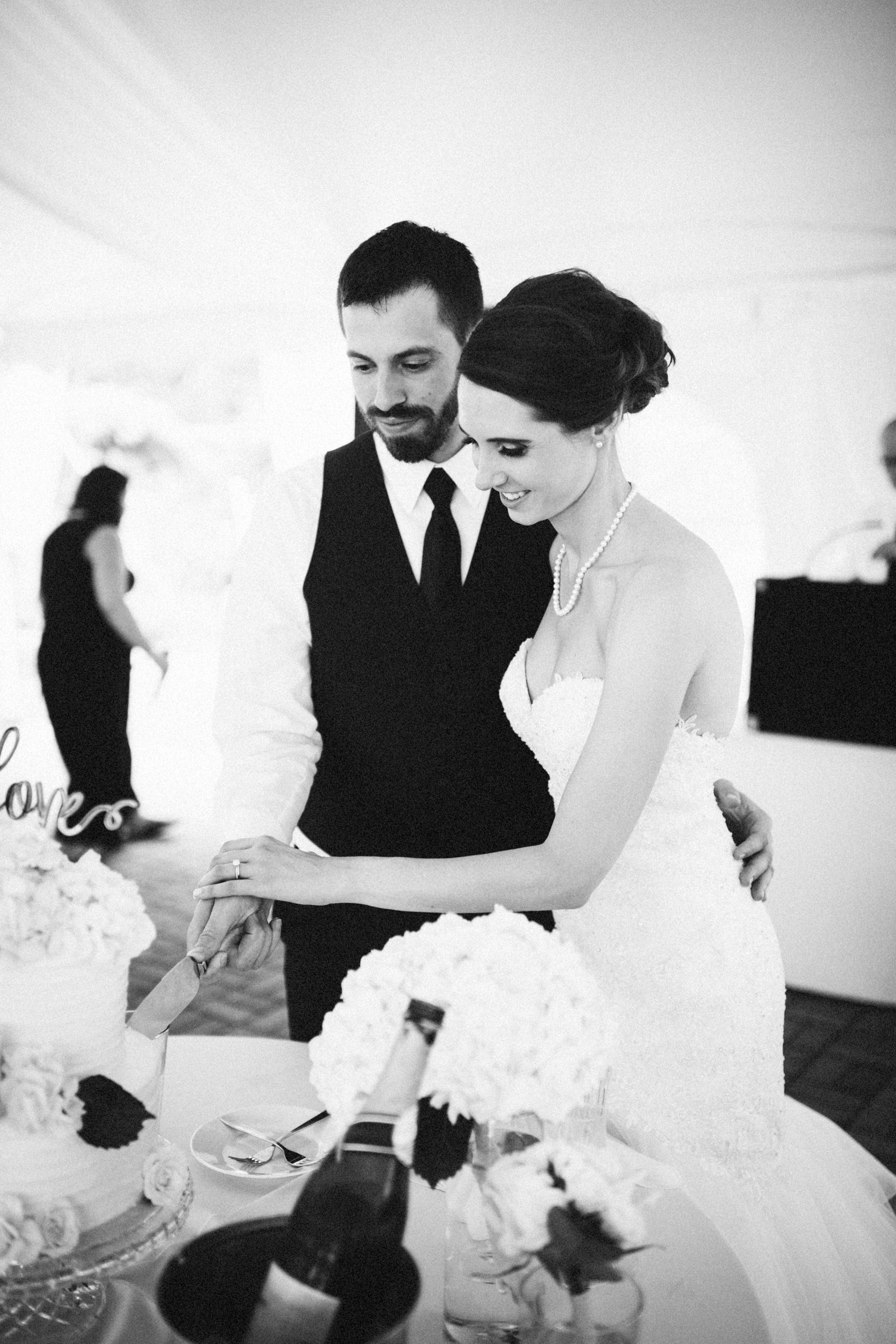 Louisville-Kentucky-Wedding-Elopement-Photographer-Sarah-Katherine-Davis-Photography-Whitehall-Classic-Timeless-Garden-Wedding-638.jpg