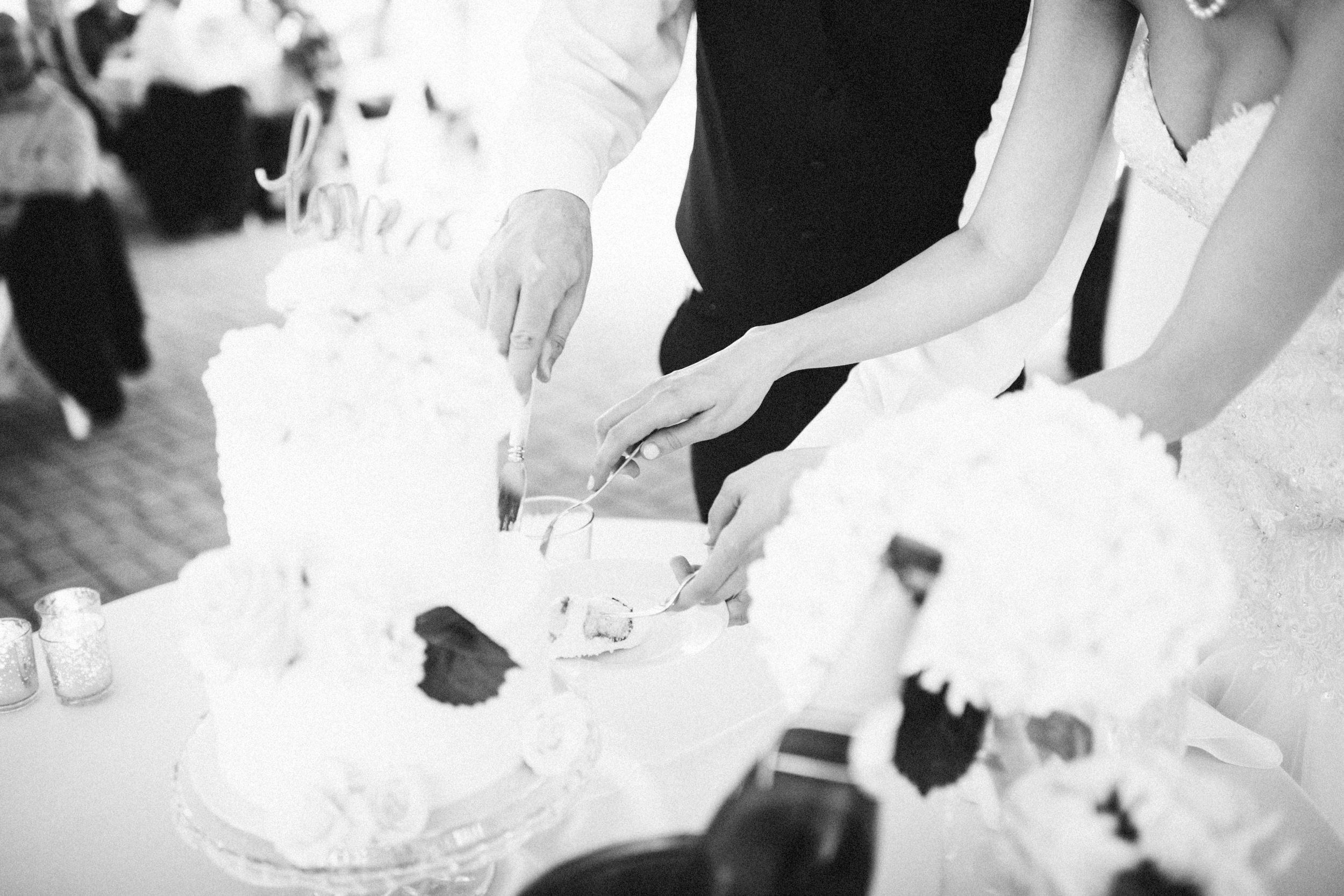 Louisville-Kentucky-Wedding-Elopement-Photographer-Sarah-Katherine-Davis-Photography-Whitehall-Classic-Timeless-Garden-Wedding-642.jpg