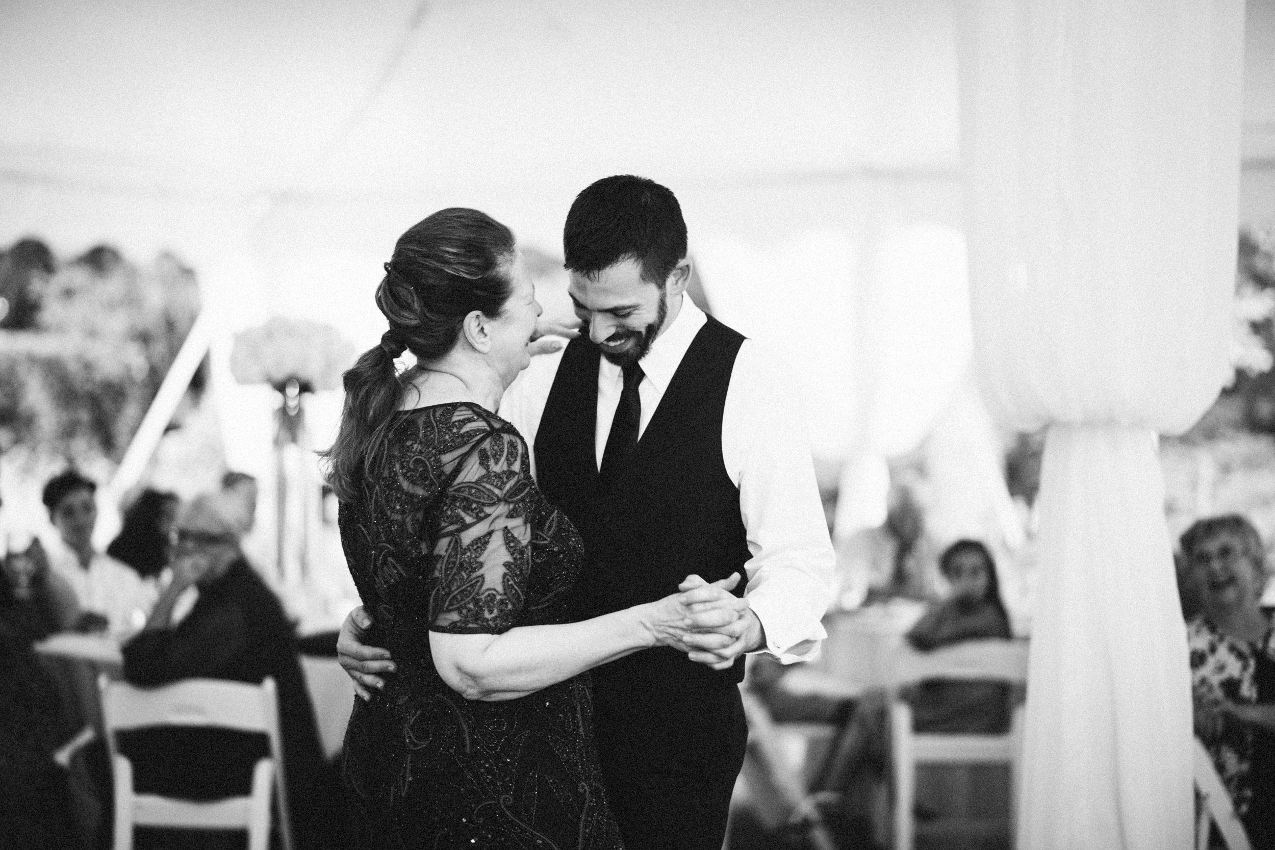 Louisville-Kentucky-Wedding-Elopement-Photographer-Sarah-Katherine-Davis-Photography-Whitehall-Classic-Timeless-Garden-Wedding-693.jpg