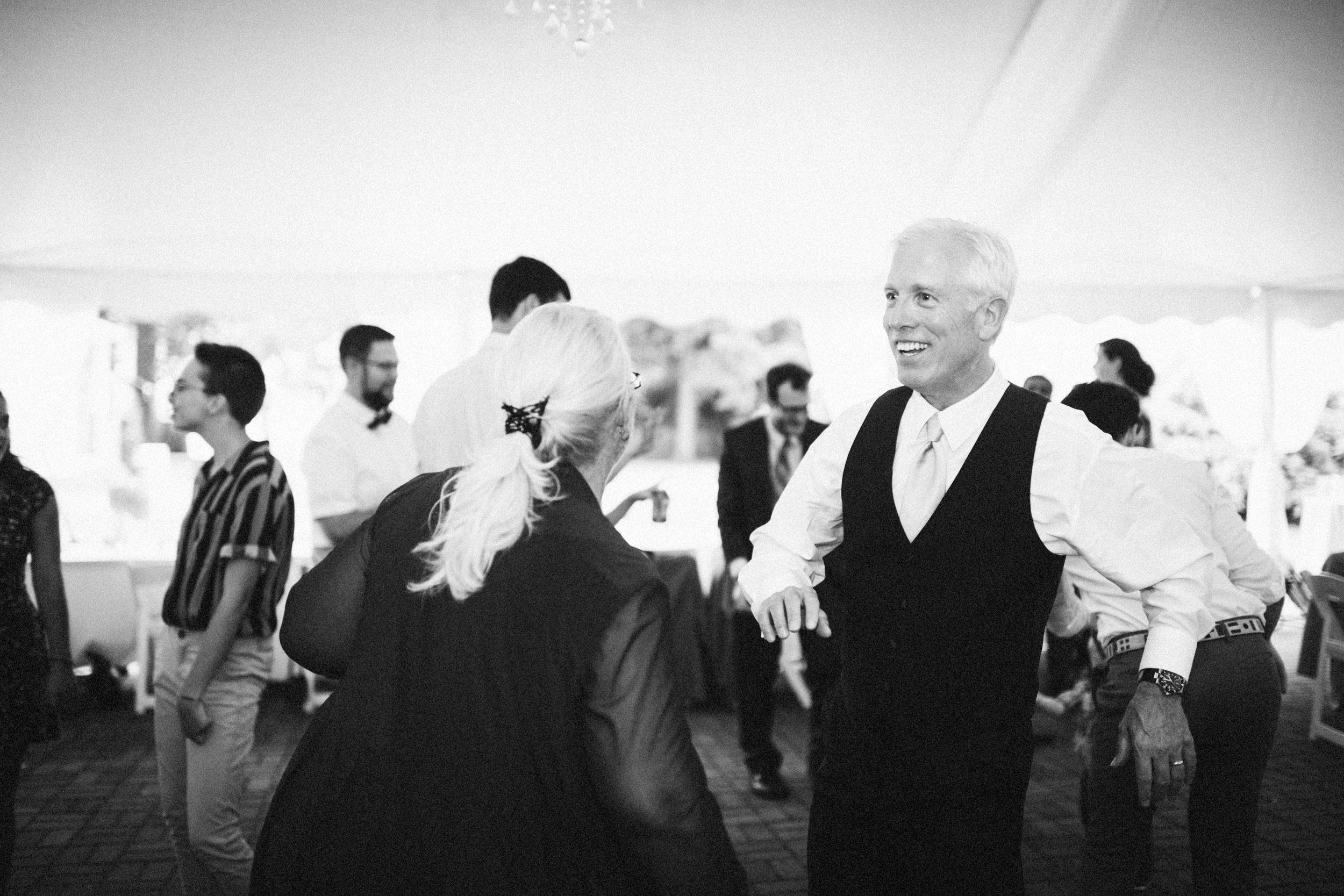 Louisville-Kentucky-Wedding-Elopement-Photographer-Sarah-Katherine-Davis-Photography-Whitehall-Classic-Timeless-Garden-Wedding-760.jpg