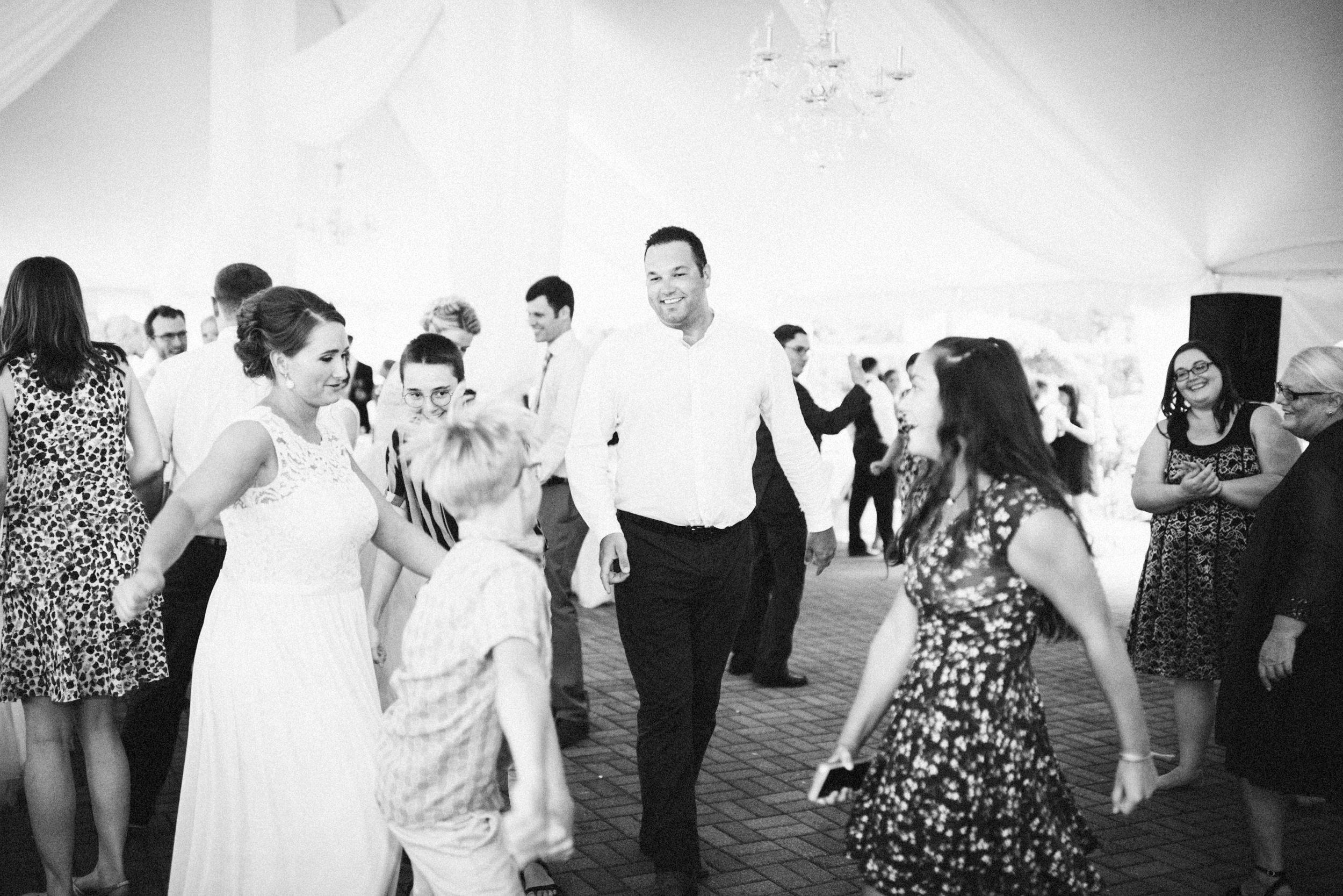Louisville-Kentucky-Wedding-Elopement-Photographer-Sarah-Katherine-Davis-Photography-Whitehall-Classic-Timeless-Garden-Wedding-771.jpg