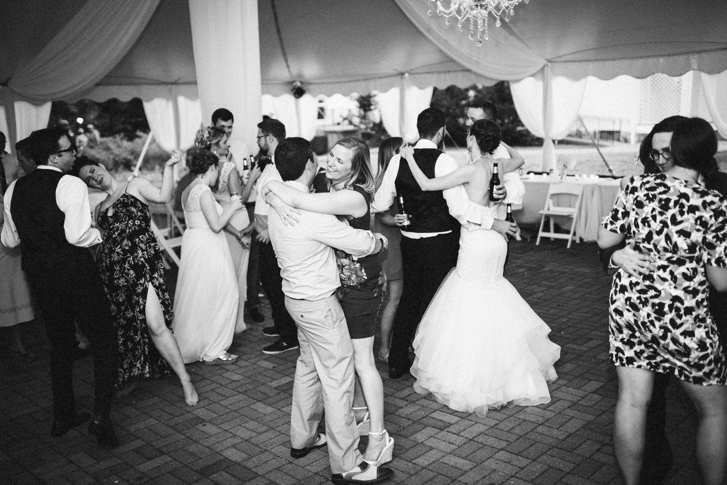 Louisville-Kentucky-Wedding-Elopement-Photographer-Sarah-Katherine-Davis-Photography-Whitehall-Classic-Timeless-Garden-Wedding-820.jpg