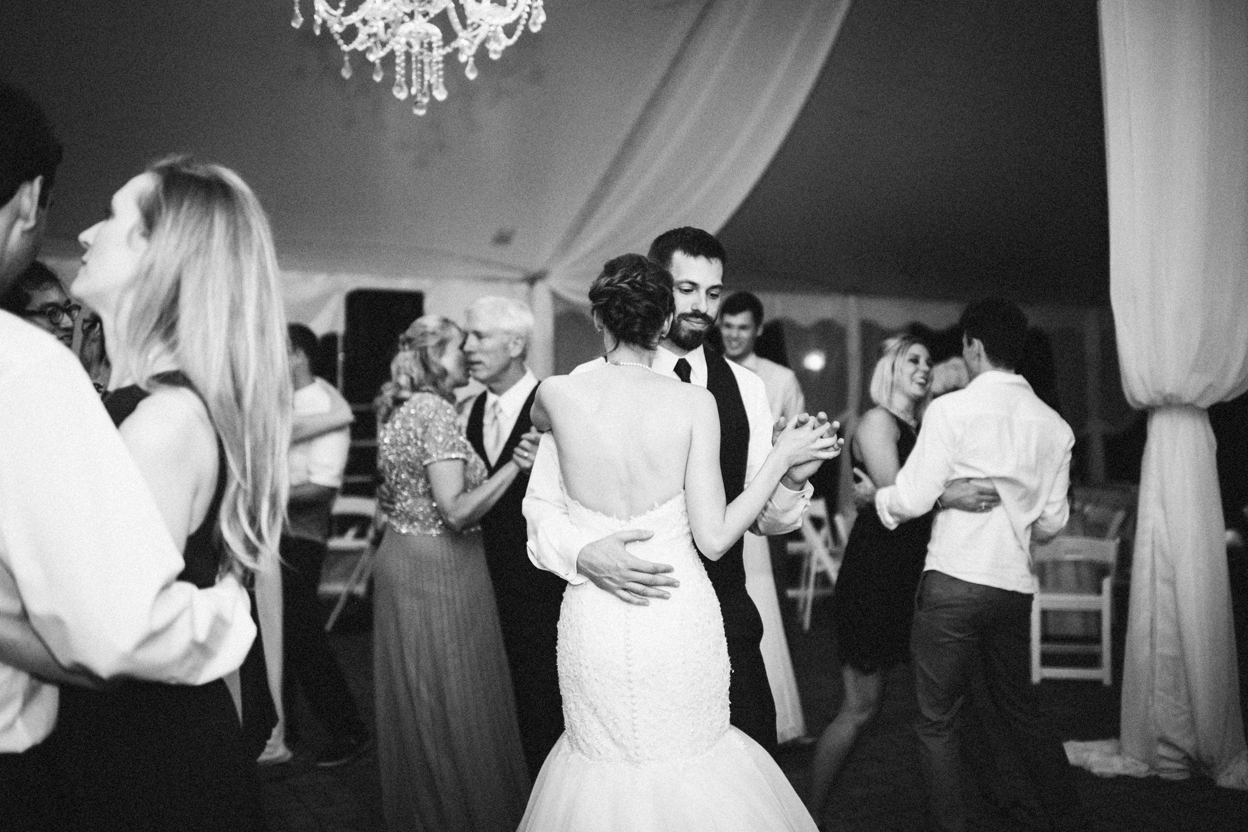 Louisville-Kentucky-Wedding-Elopement-Photographer-Sarah-Katherine-Davis-Photography-Whitehall-Classic-Timeless-Garden-Wedding-873.jpg