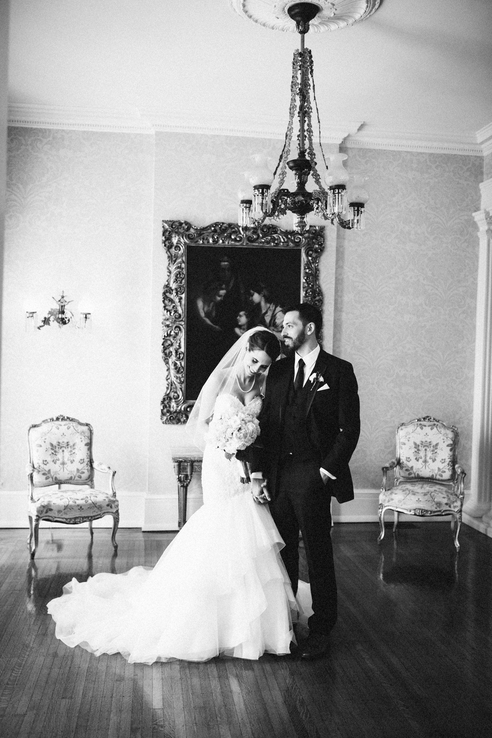 Louisville-Kentucky-Wedding-Elopement-Photographer-Sarah-Katherine-Davis-Photography-Whitehall-Classic-Timeless-Garden-Wedding-472.jpg