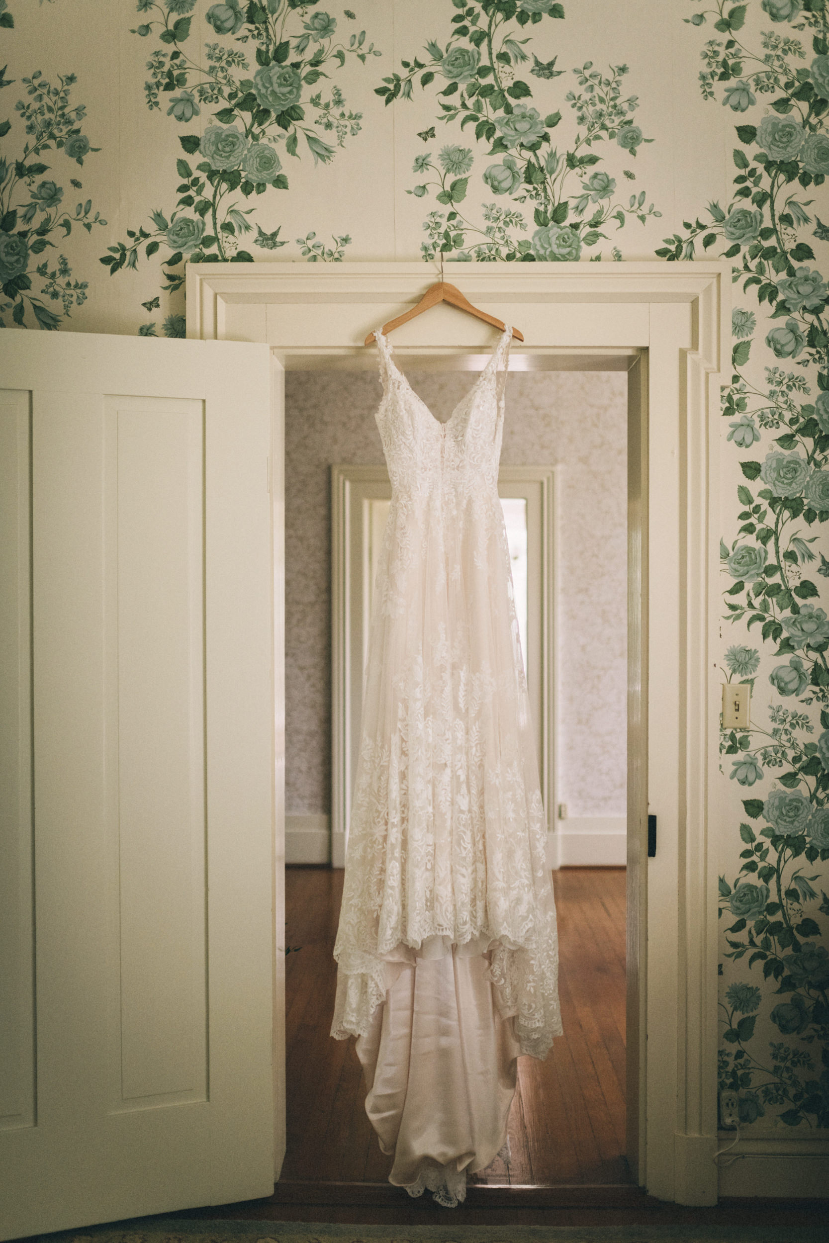 Louisville-Kentucky-Wedding-and-Elopement-Photographer-Sarah-Katherine-Davis-Photography-Summer-Jewel-Toned-Wedding-Chineese-Tea-Ceremony-Warrenwood-Manor-Danville-27.jpg