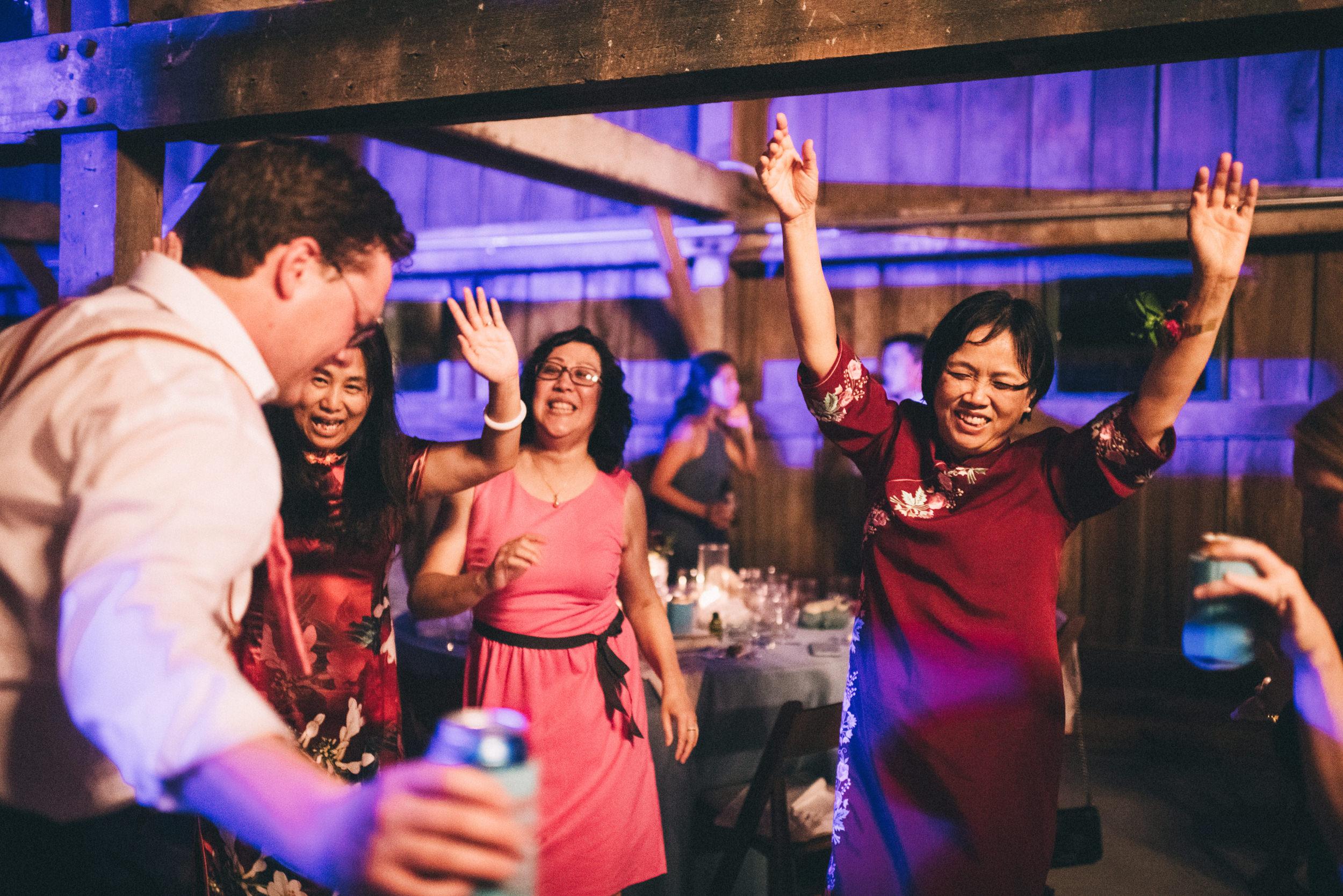 Louisville-Kentucky-Wedding-and-Elopement-Photographer-Sarah-Katherine-Davis-Photography-Summer-Jewel-Toned-Wedding-Chineese-Tea-Ceremony-Warrenwood-Manor-Danville-1080.jpg