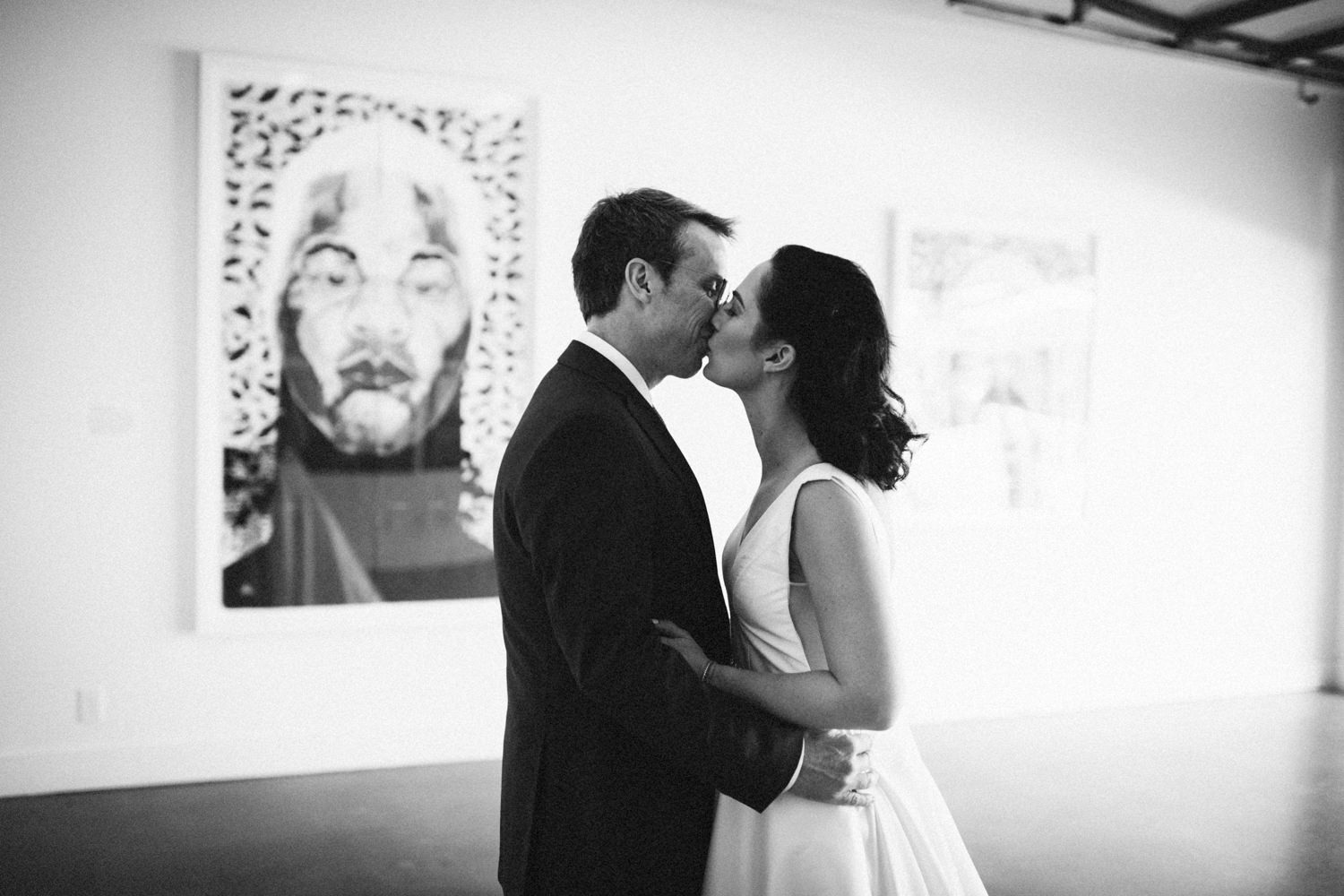 Jessica-Arno-Intimate-21c-Museum-Louisville-Kentucky-Wedding-By-Sarah-Katherine-Davis-Photography-148bw.jpg