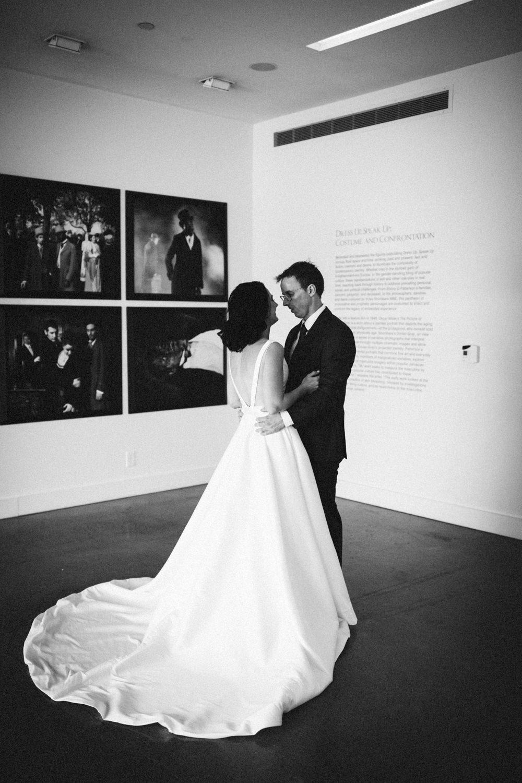 Jessica-Arno-Intimate-21c-Museum-Louisville-Kentucky-Wedding-By-Sarah-Katherine-Davis-Photography-153bw.jpg