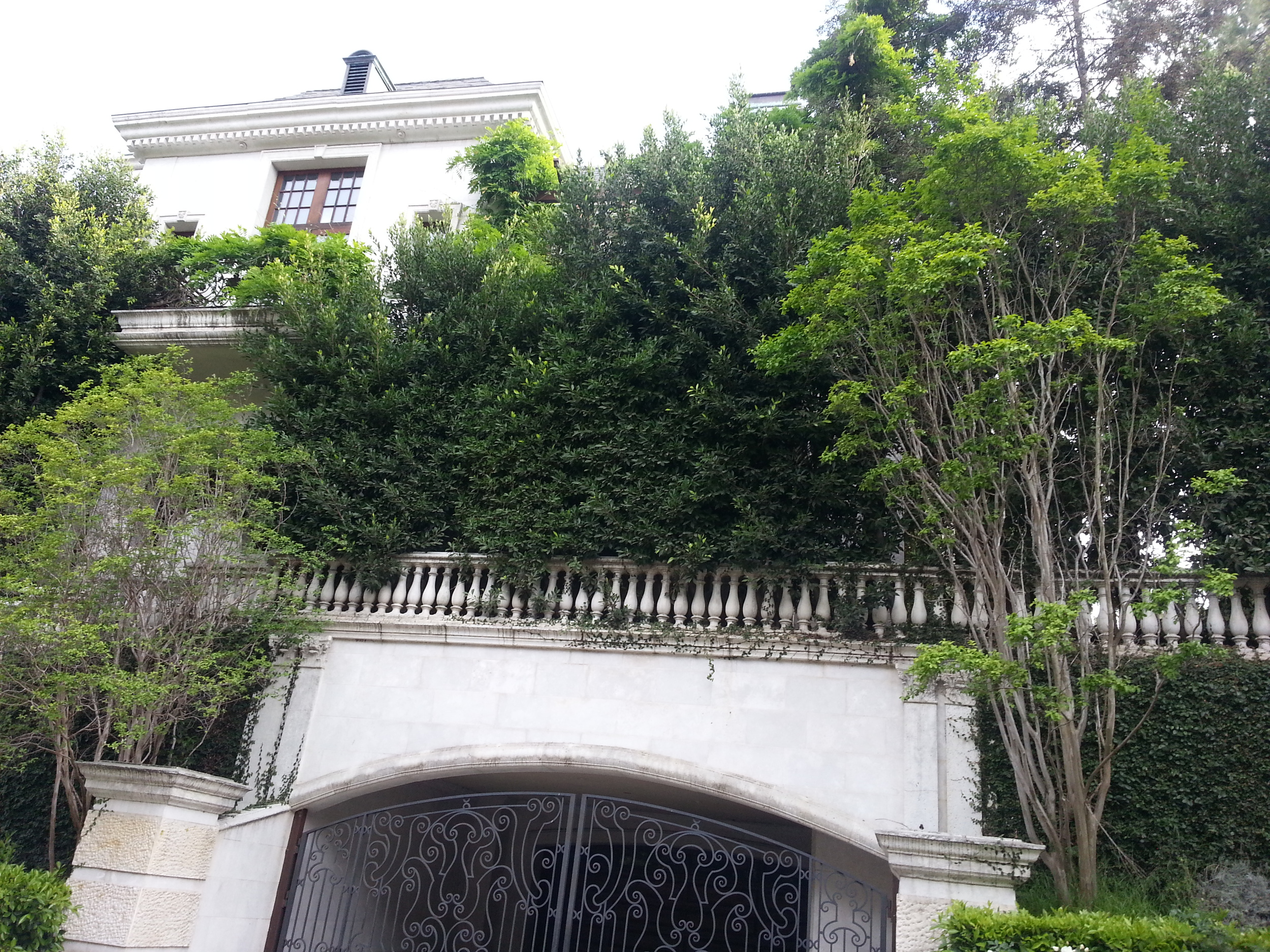This was the Beverly Hills compound that Michael Jackson was renting at the end of his life.