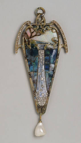 "Pendant ""Cascade"", c. 1900. Gold, enamel, opals, diamonds and Baroque pearls"