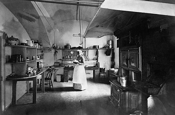 White House kitchen, 1890, with Dolly Johnson (recruited by President Harrison because her plain dishes were superior to those made by the fancy French chef)