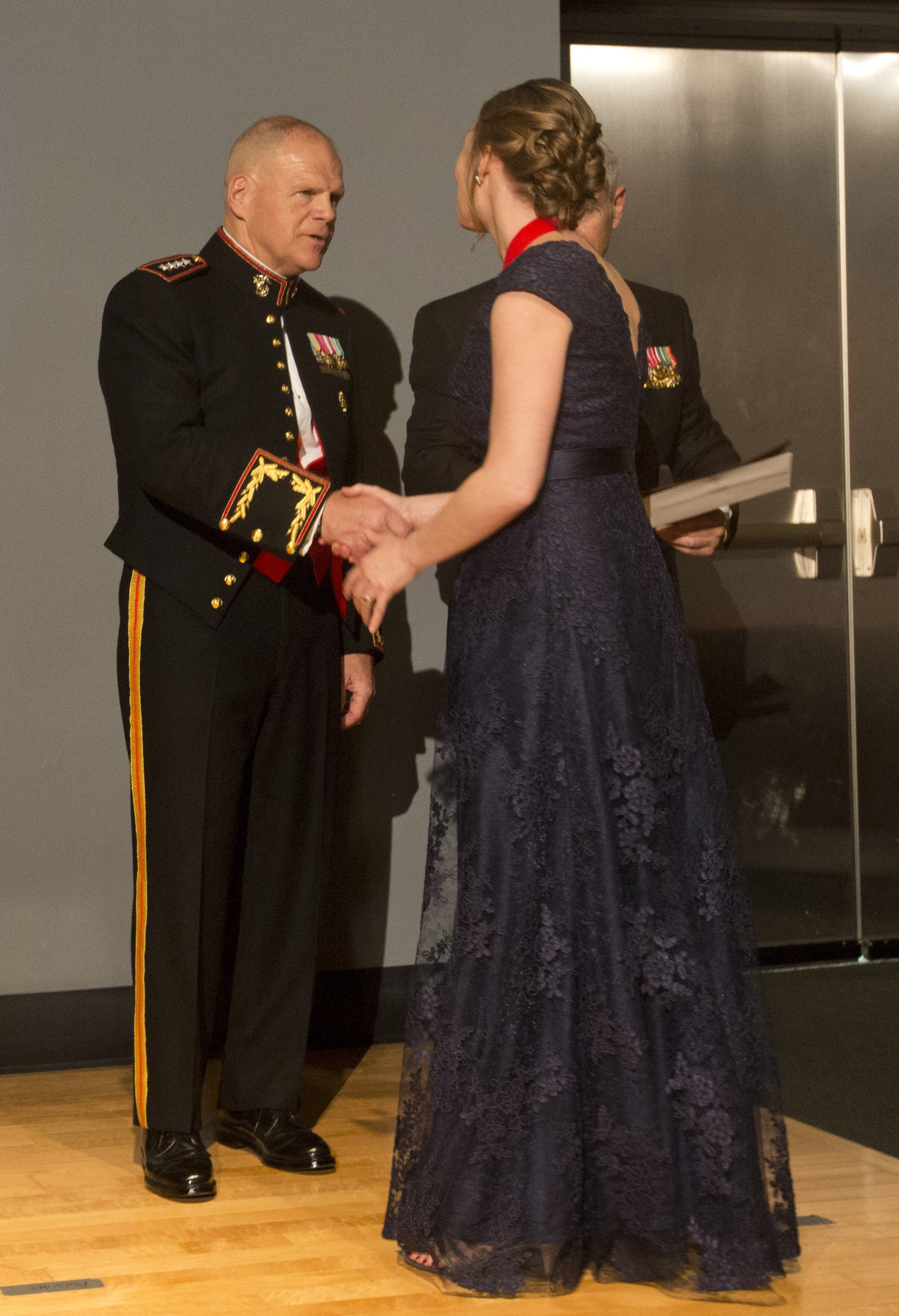 Mardie Rees receiving her award from General Neller, USMC