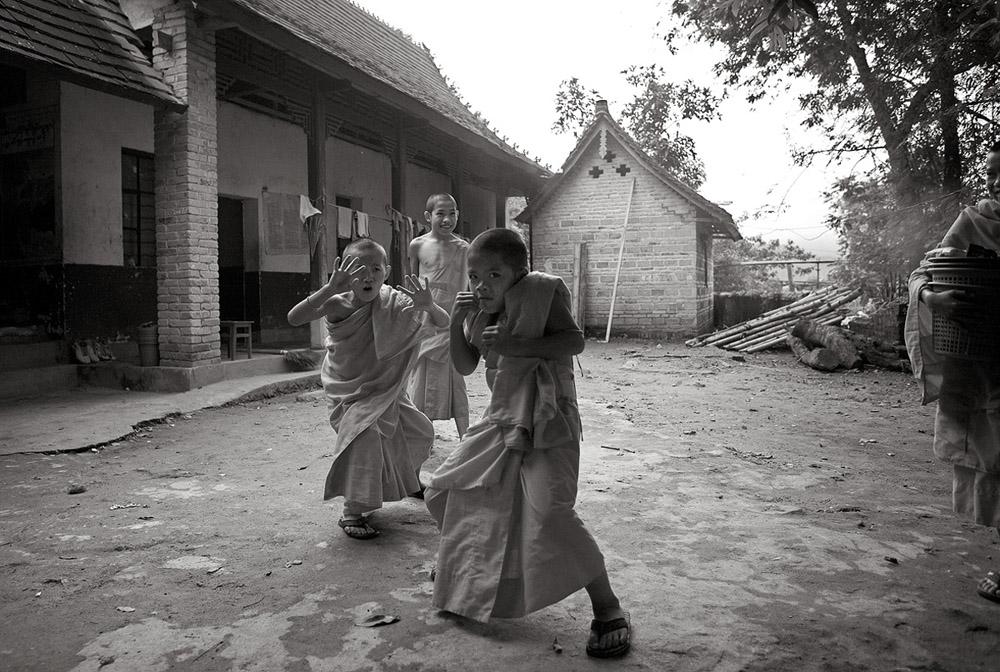 boxing boy monks 4391.jpg