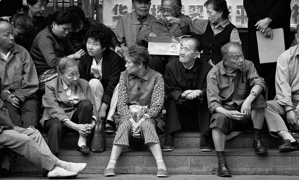 old folks on steps 5462.jpg