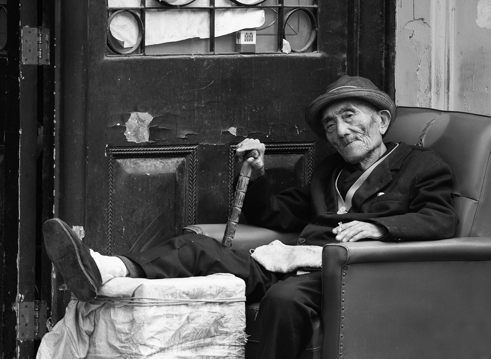 old man in chair 1472.jpg