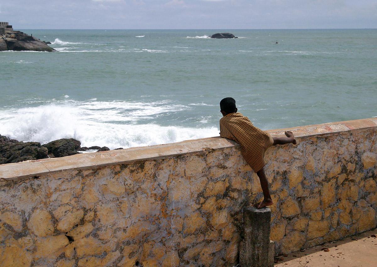 boy on wall 3148.jpg
