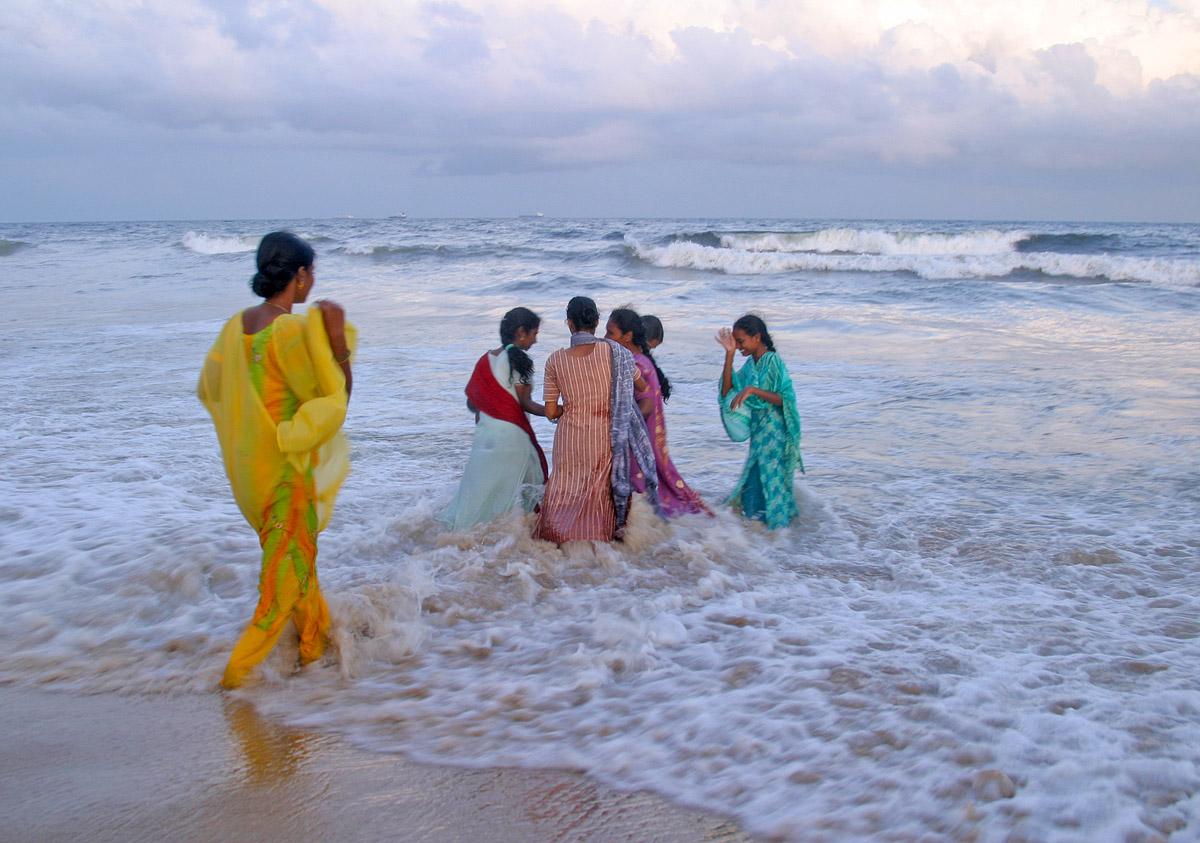 saris in surf 5400.jpg