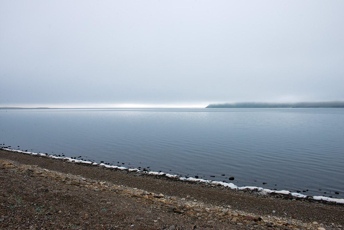 shore and horizon 3076.jpg